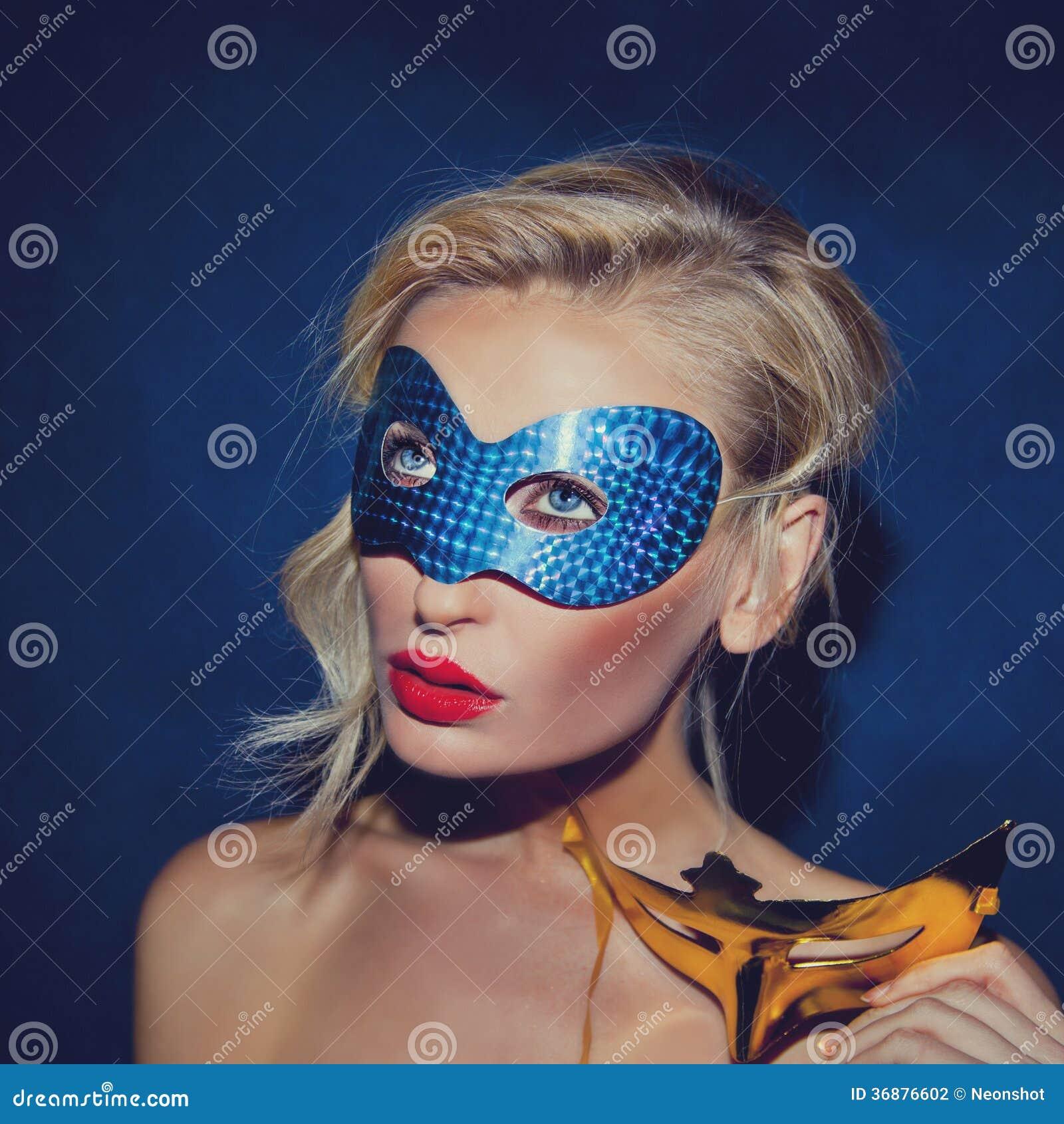 Download Ritratto Della Giovane Signora Nella Maschera Di Carnevale. Fotografia Stock - Immagine di trucco, sano: 36876602