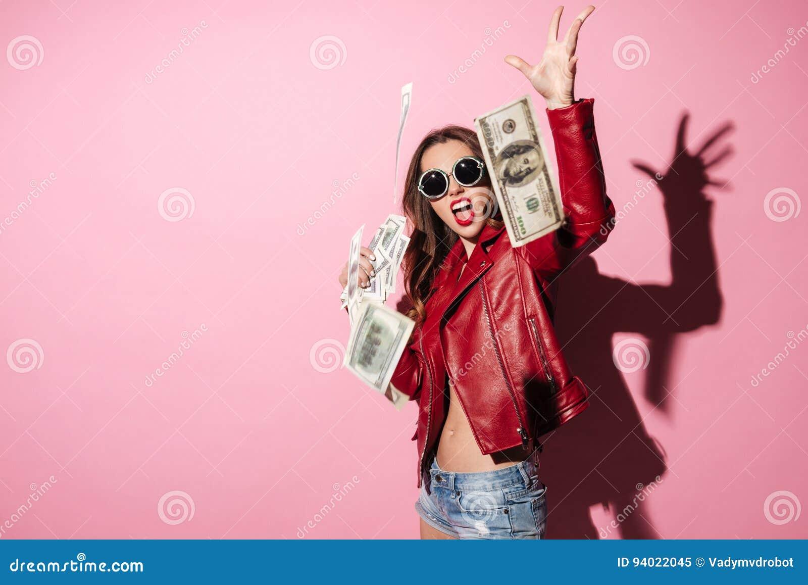 Ritratto delle banconote di lancio dei soldi del giovane vincitore felice della donna