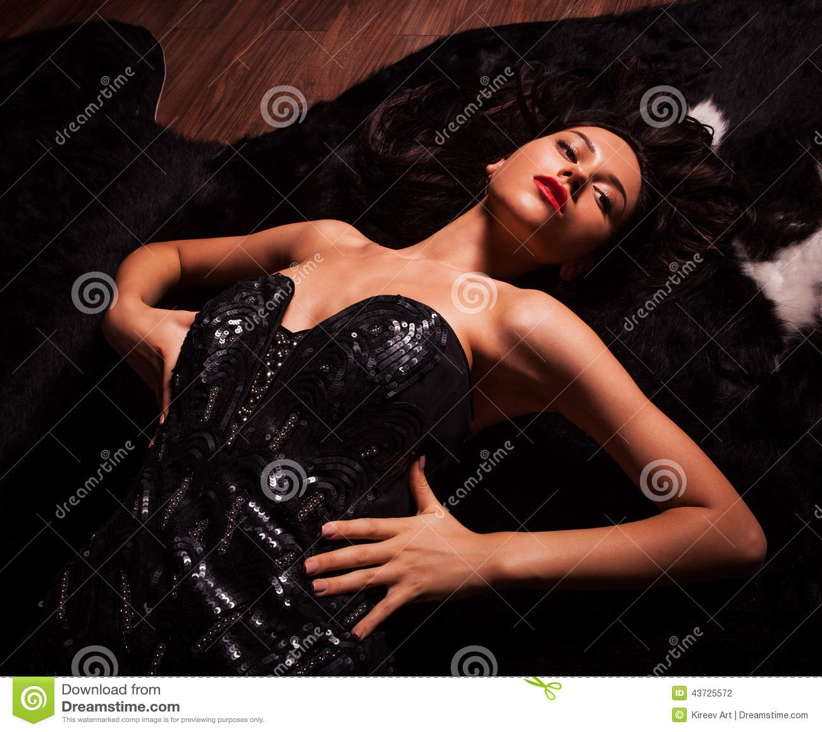Ritratto delle donne di modo di bellezza posa di modello for Modo 10 prezzi
