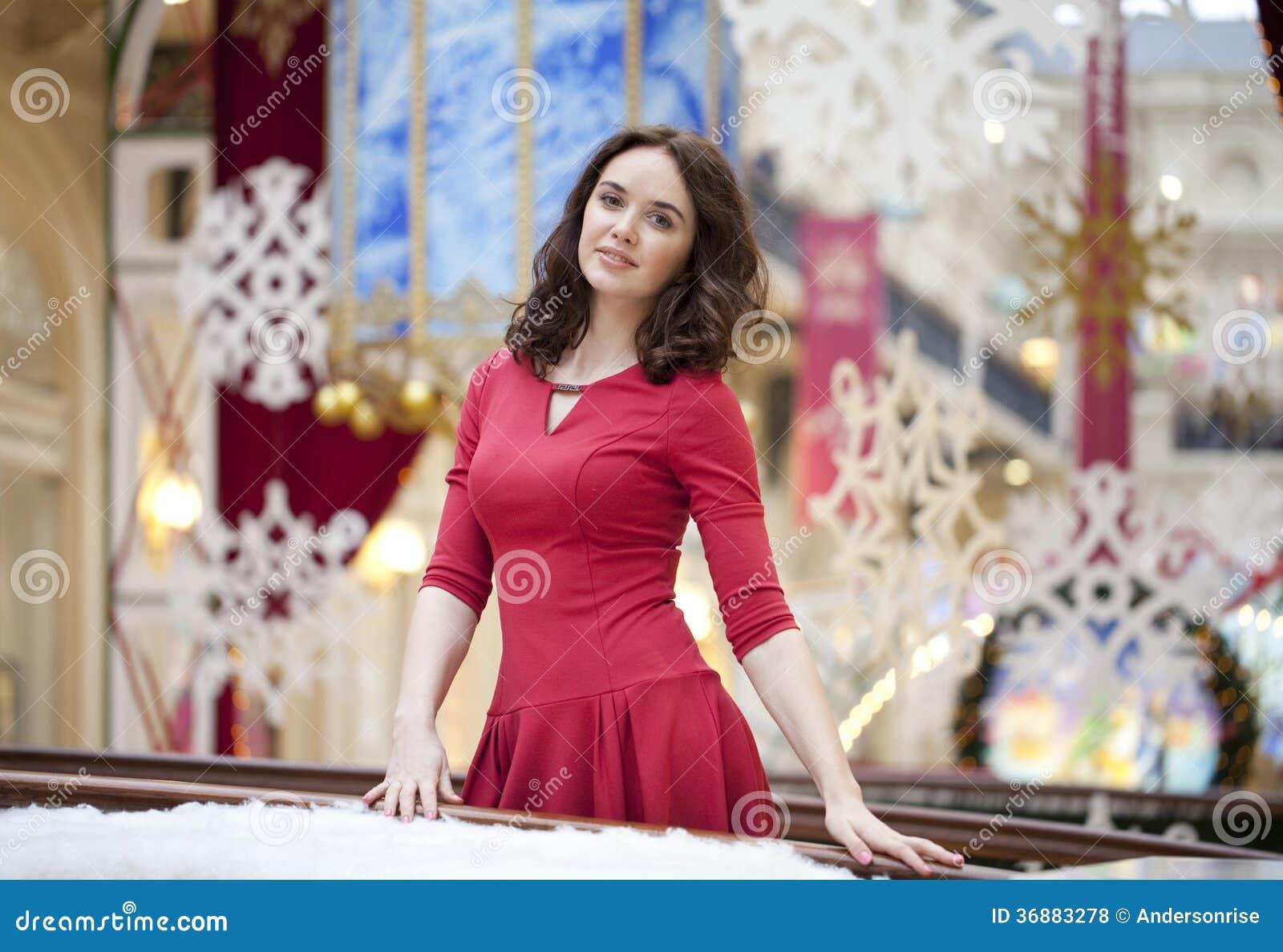 Download Ritratto di bella donna fotografia stock. Immagine di dell - 36883278