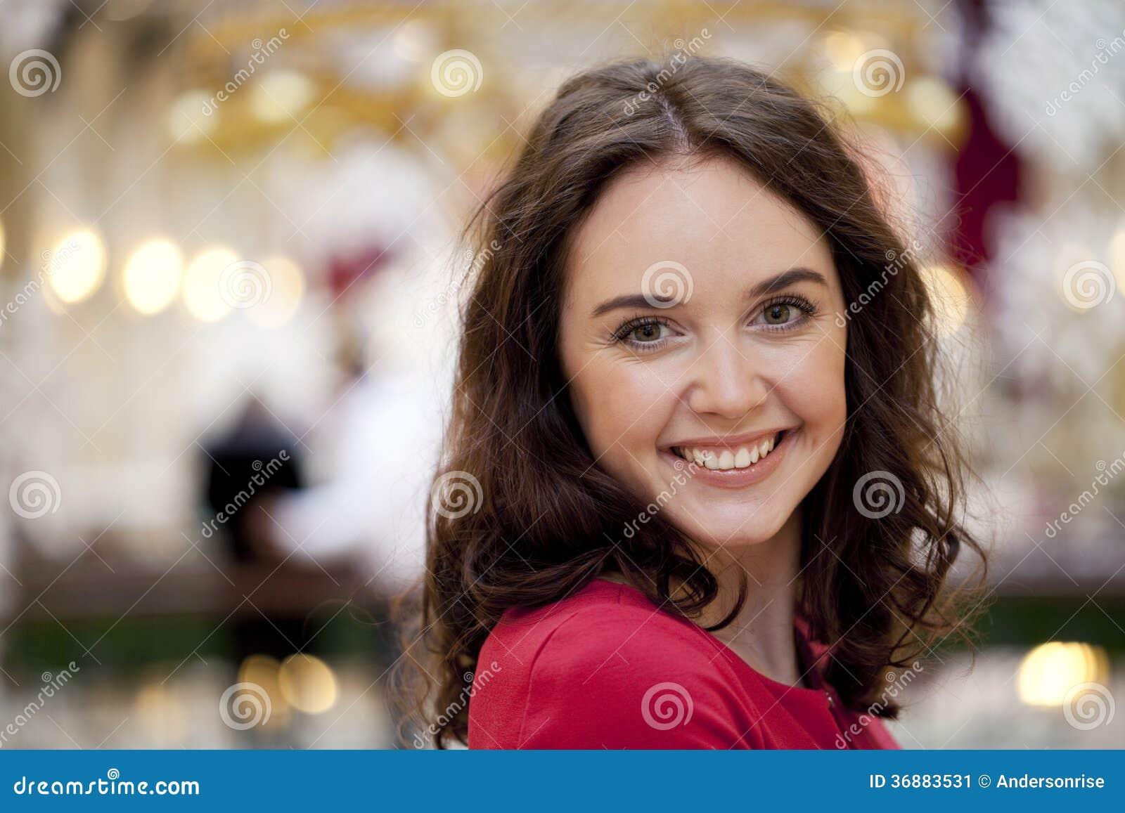 Download Ritratto di bella donna immagine stock. Immagine di occhi - 36883531