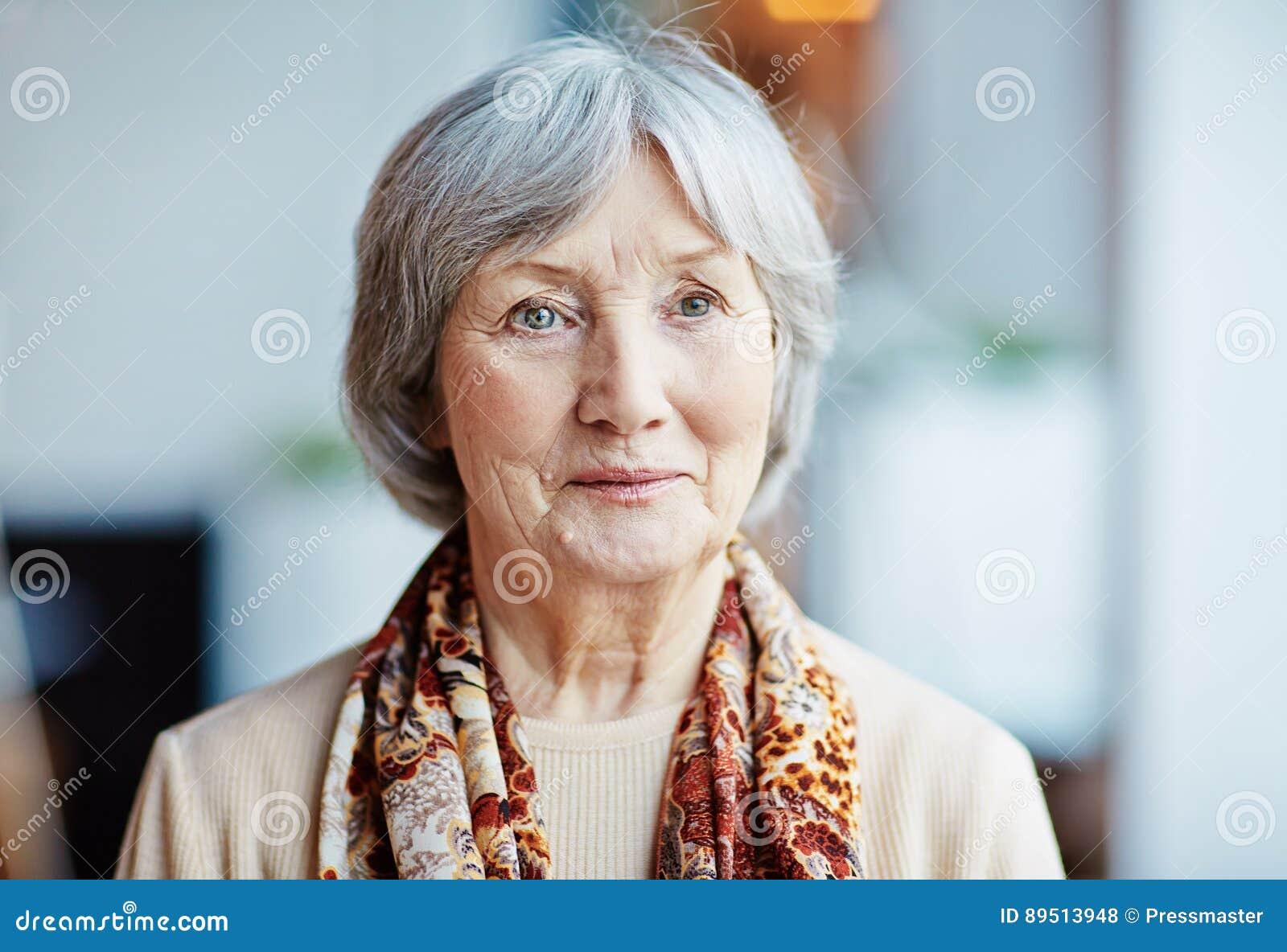 Ritratto di bella donna maggiore
