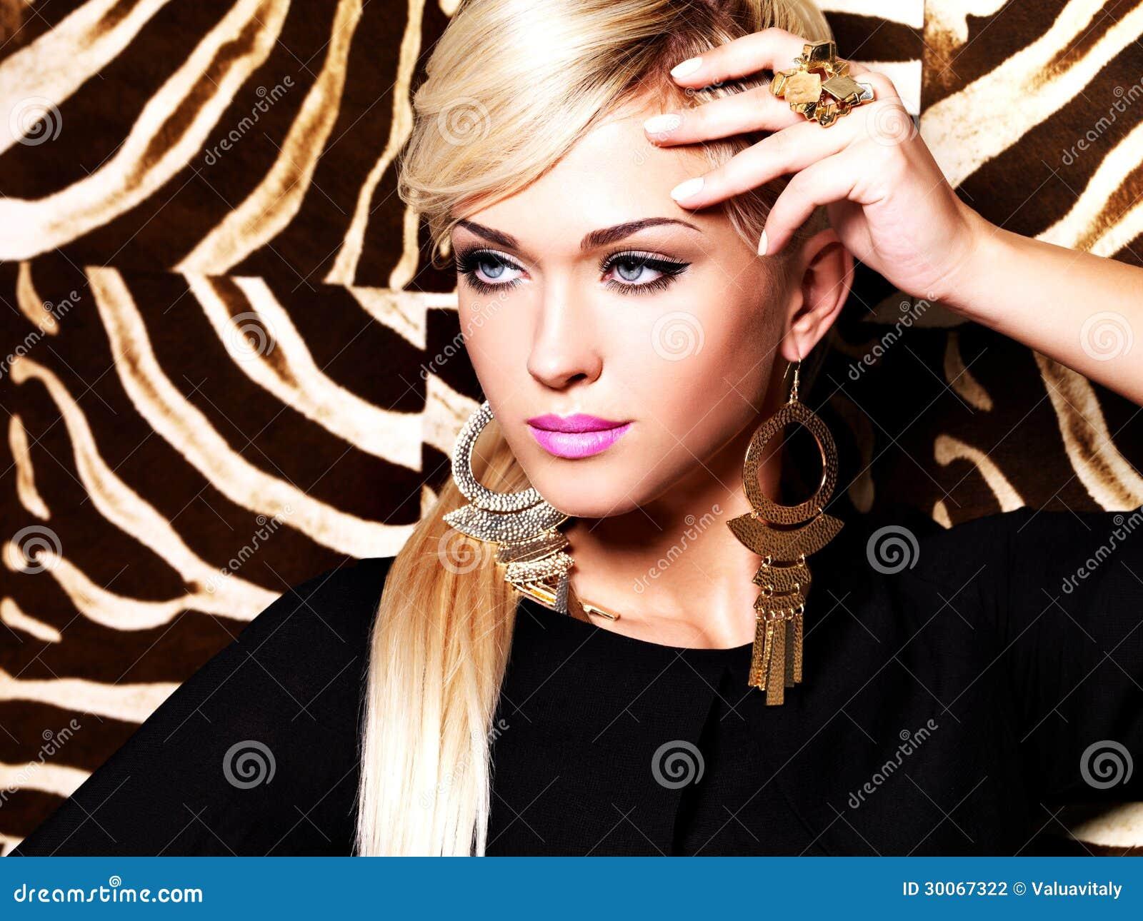 Bella Donna Sexy Con Trucco Di Modo Sul Fronte Fotografia ...