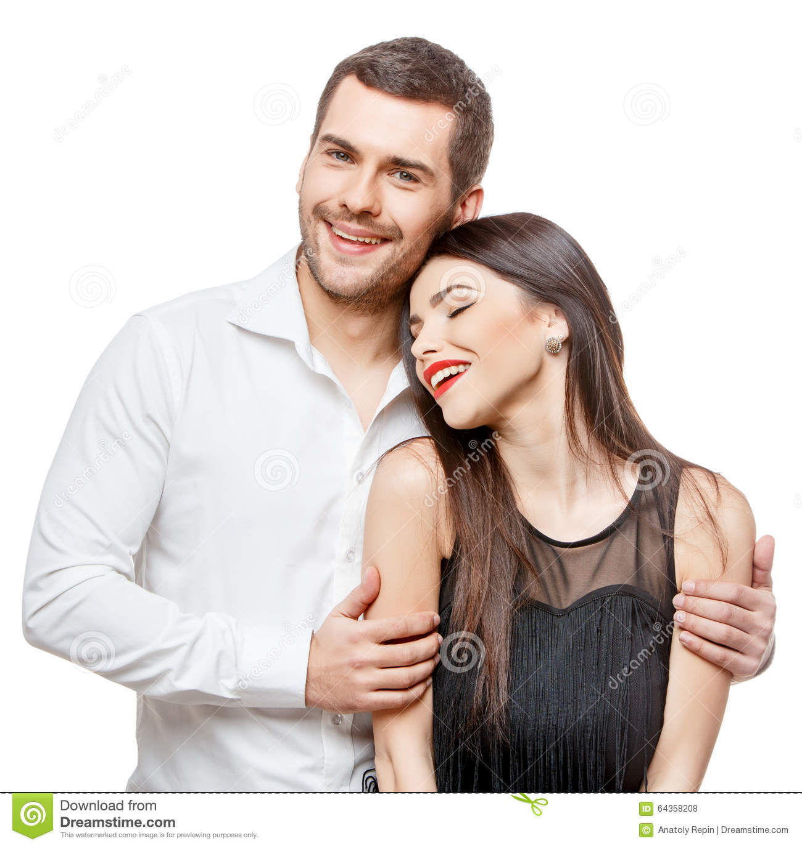 Ritratto di bella giovane coppia sorridente felice