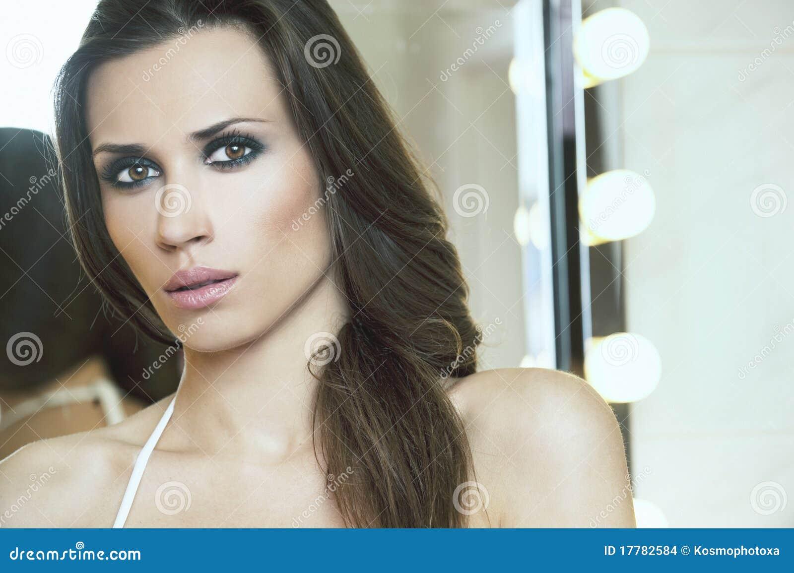 Ritratto di belle donne in stanza da bagno immagini stock immagine 17782584 - Ragazze belle in costume da bagno ...