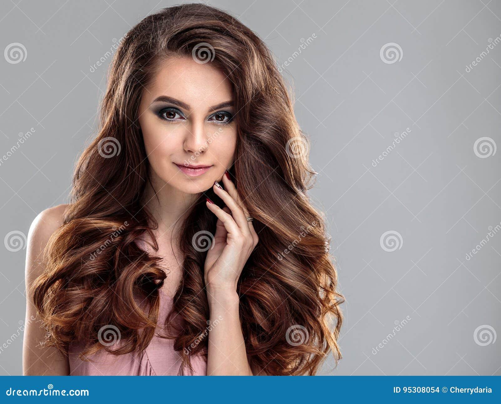 Ritratto Di Bellezza Della Giovane Donna Con Il Diadema