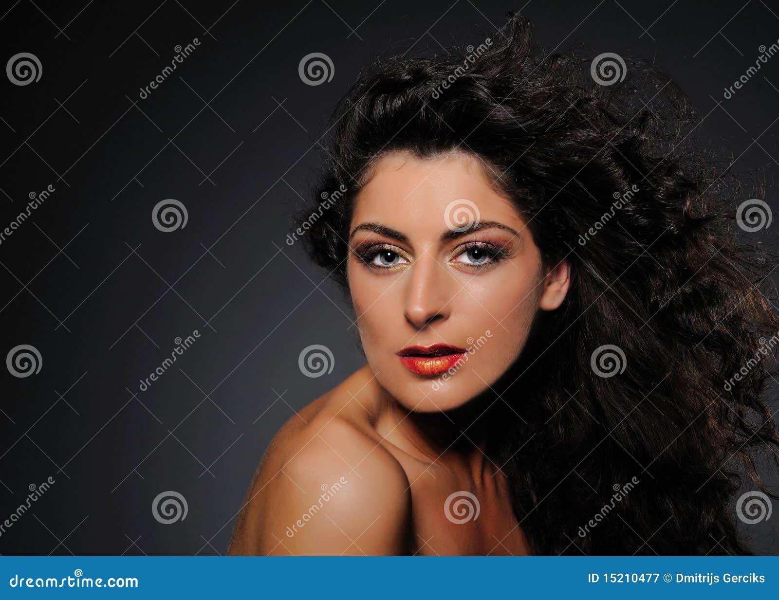 Ritratto Di Bellezza Della Donna Graziosa Con Capelli ...