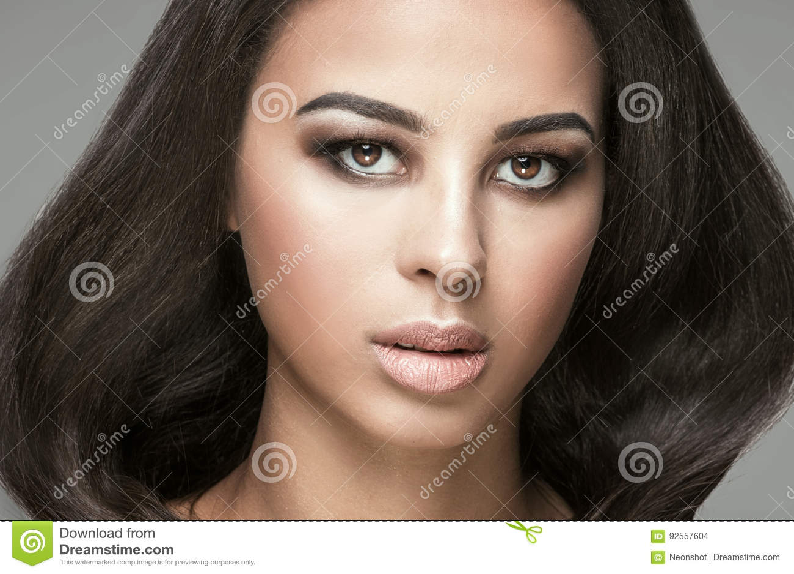 Ritratto di bellezza della ragazza naturale africana