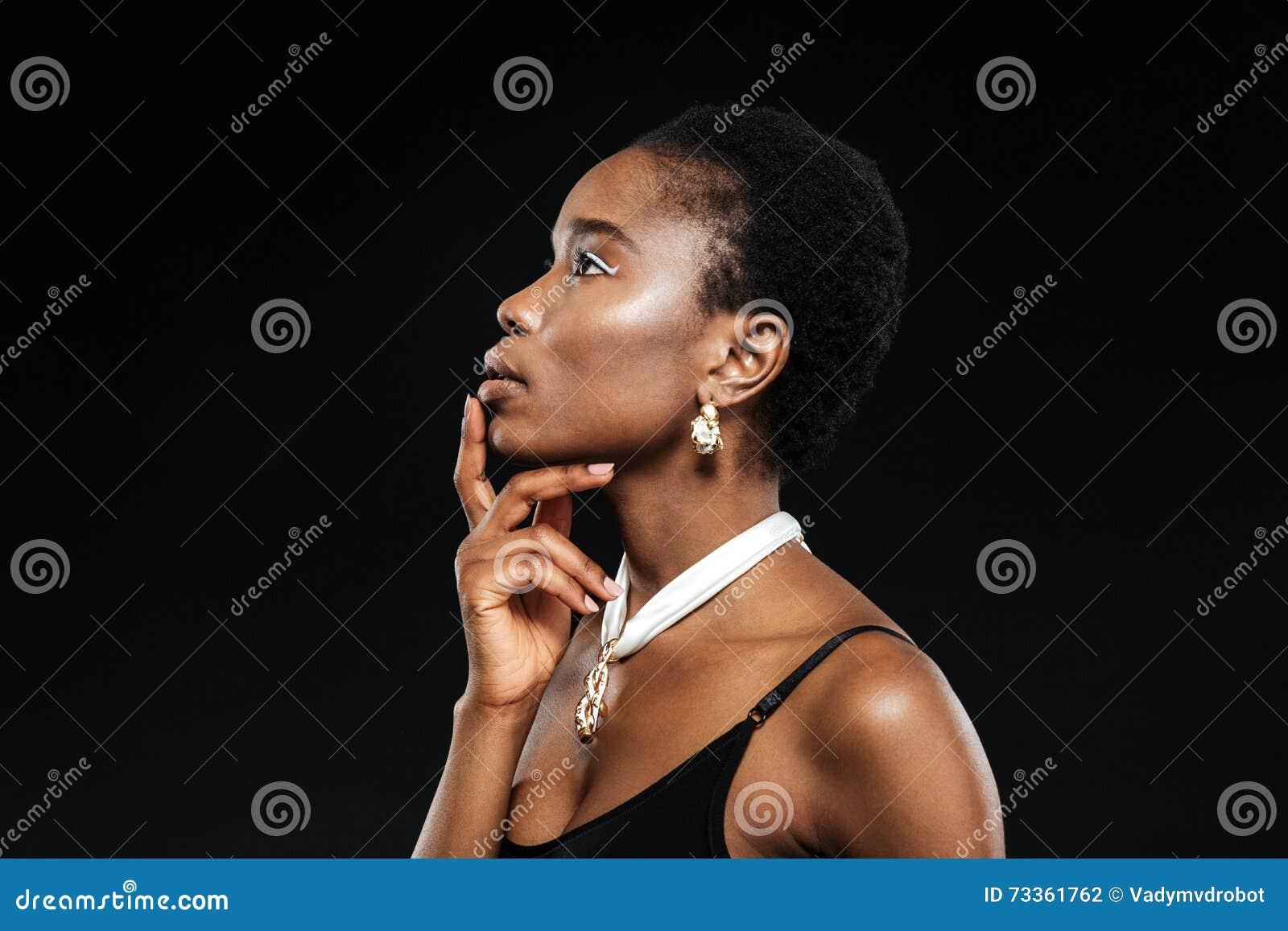 Ritratto di bellezza di giovane bella ragazza africana etnica