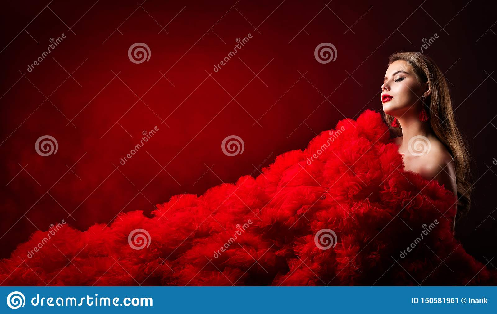 Ritratto di bellezza, modello di moda Style, bella donna di fascino in vestito rosso dal panno