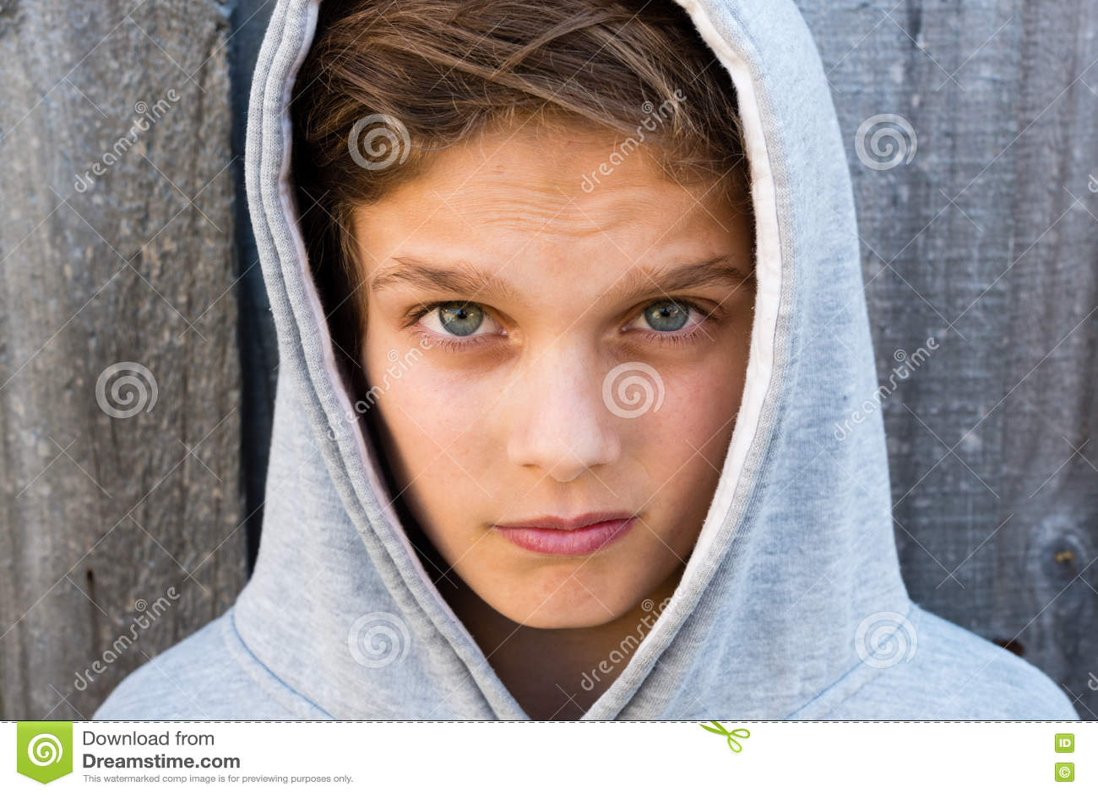 Ritratto di bello adolescente