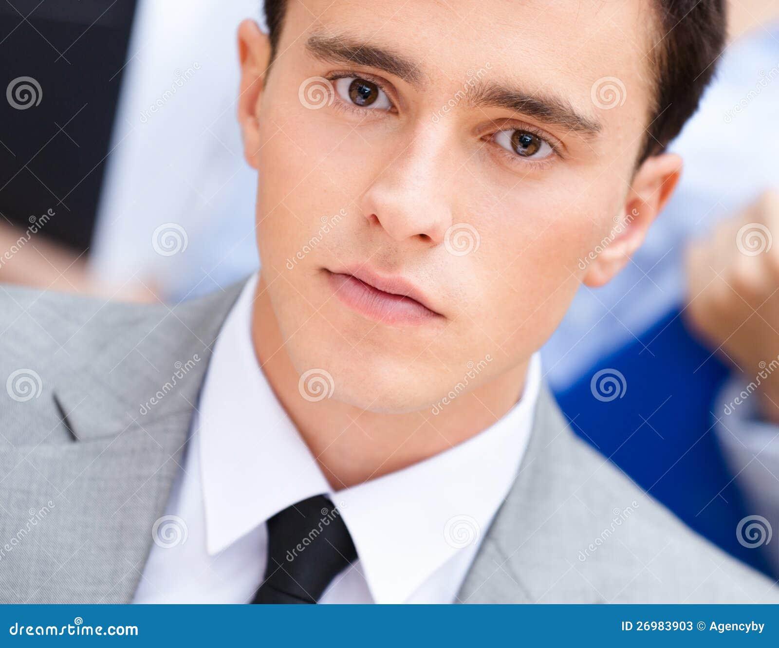 Ritratto di giovane uomo d affari