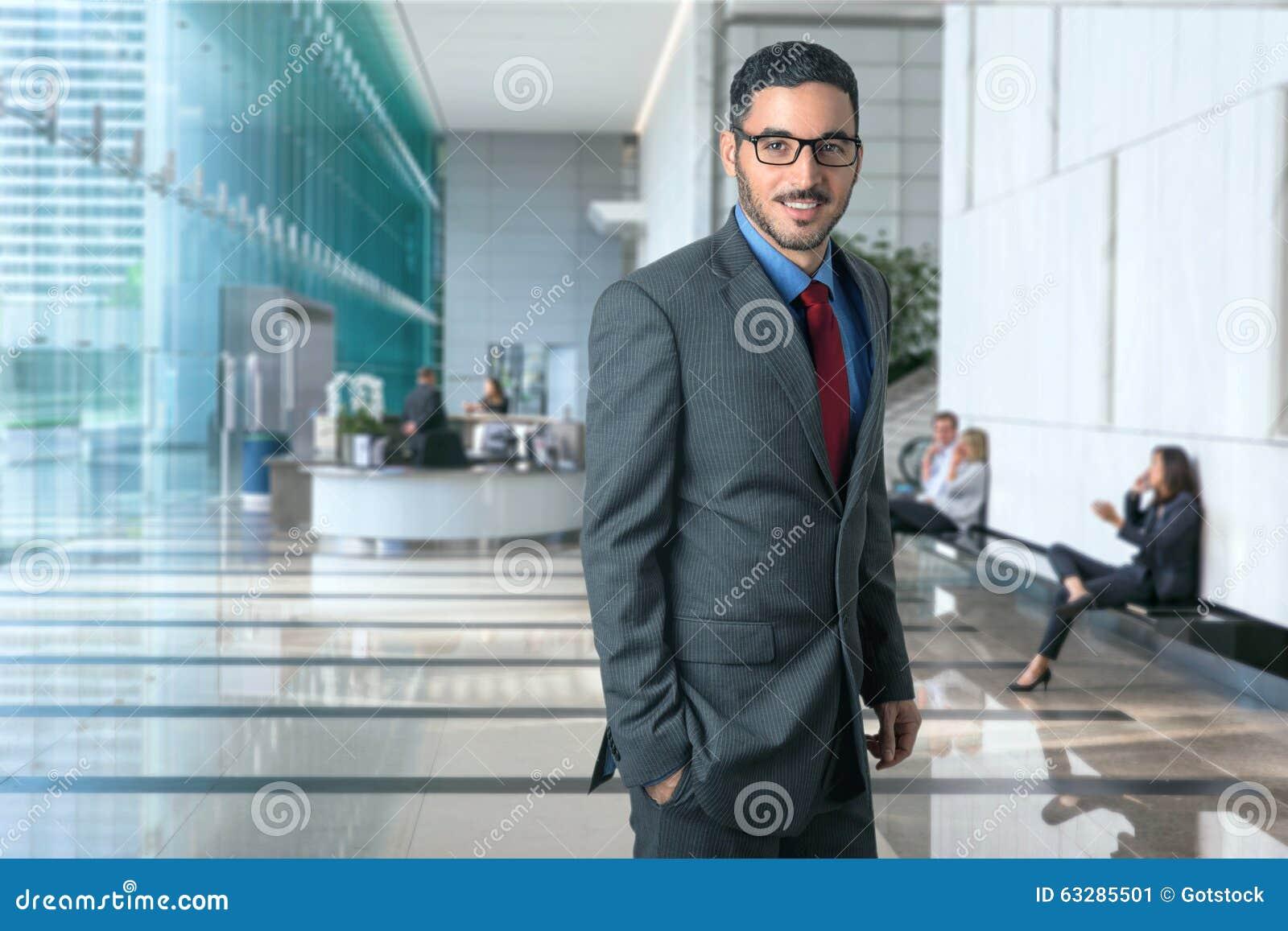 Ufficio Elegante Vita : Ritratto di riuscito dirigente delluomo di affari corporativi in un