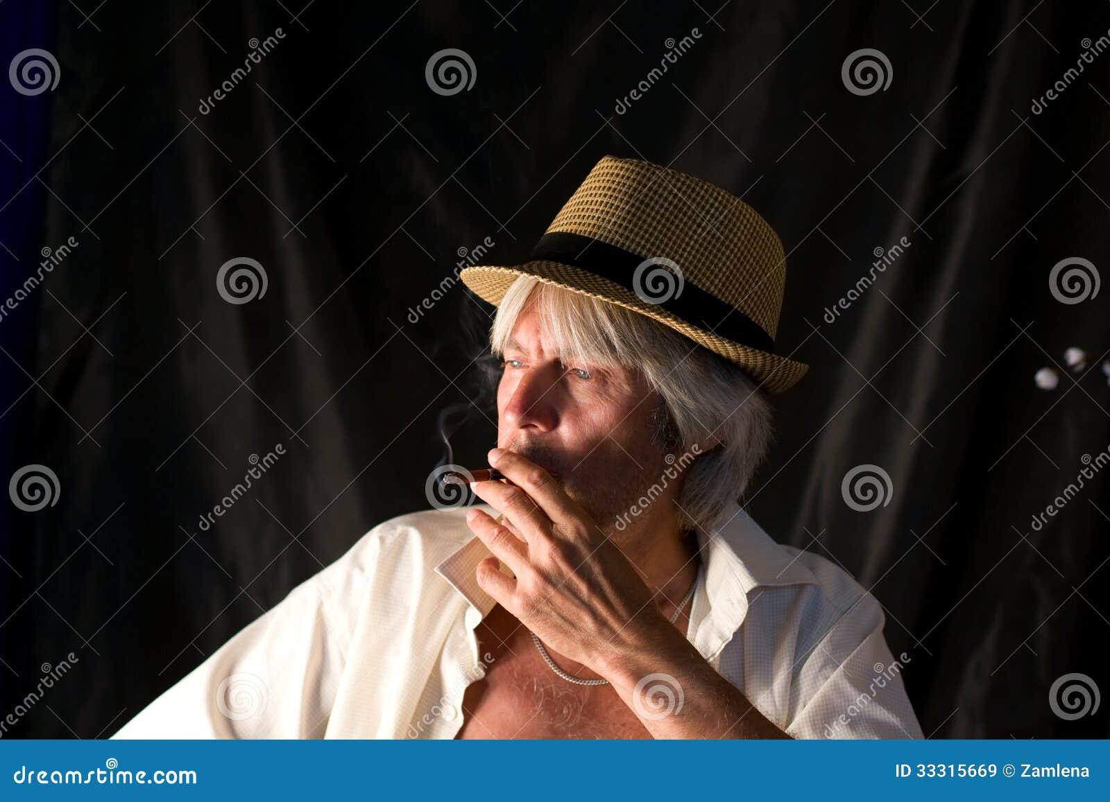 Ritratto Di Un Uomo Anziano Con Capelli Grigi 7f3eff52d3a0