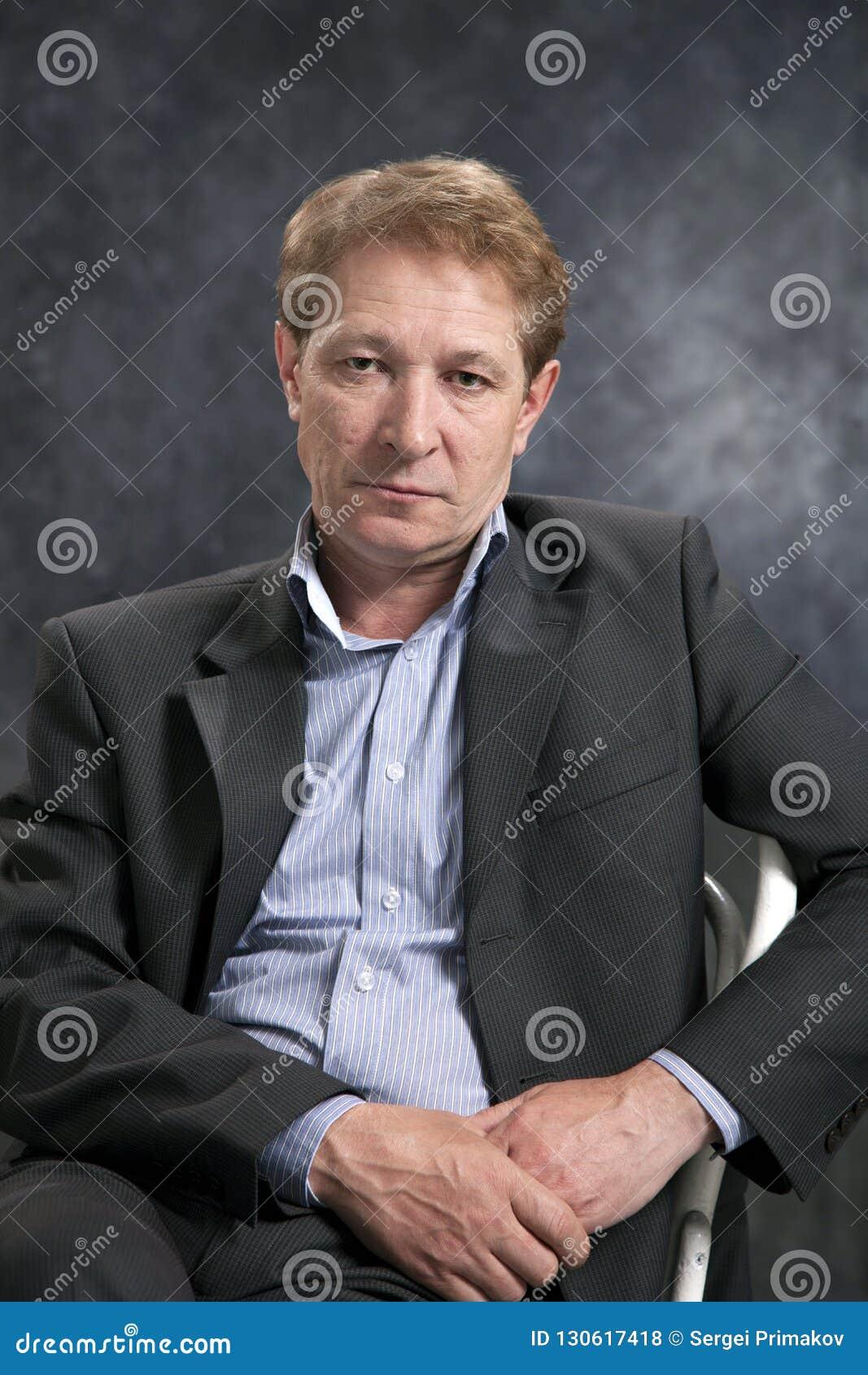 Ritratto di un uomo d affari senza un legame