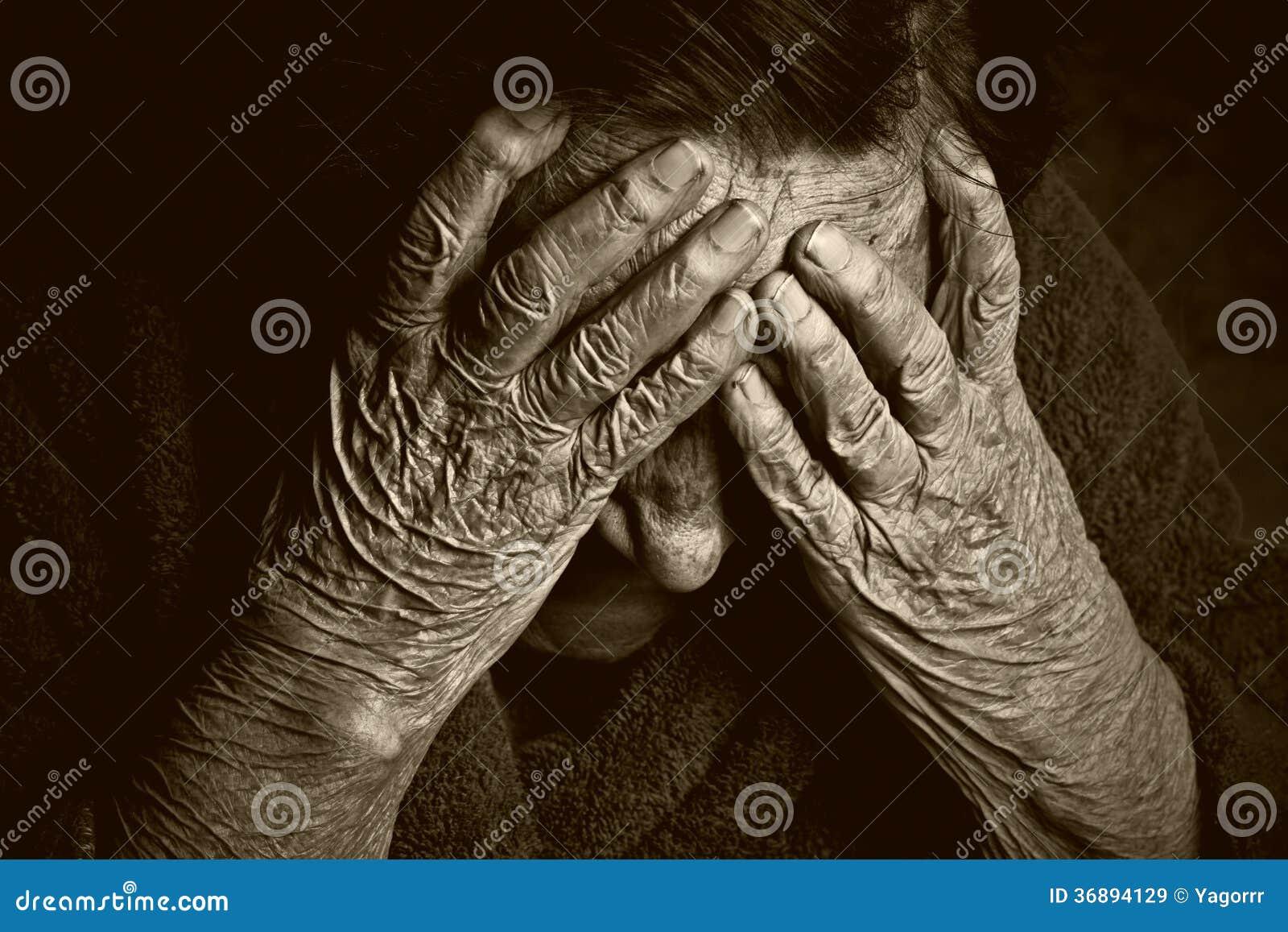 Download Ritratto Di Una Donna Anziana Immagine Stock - Immagine di età, tonalità: 36894129