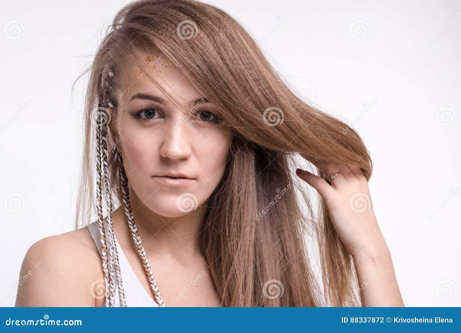 Capelli lunghi in una ragazza