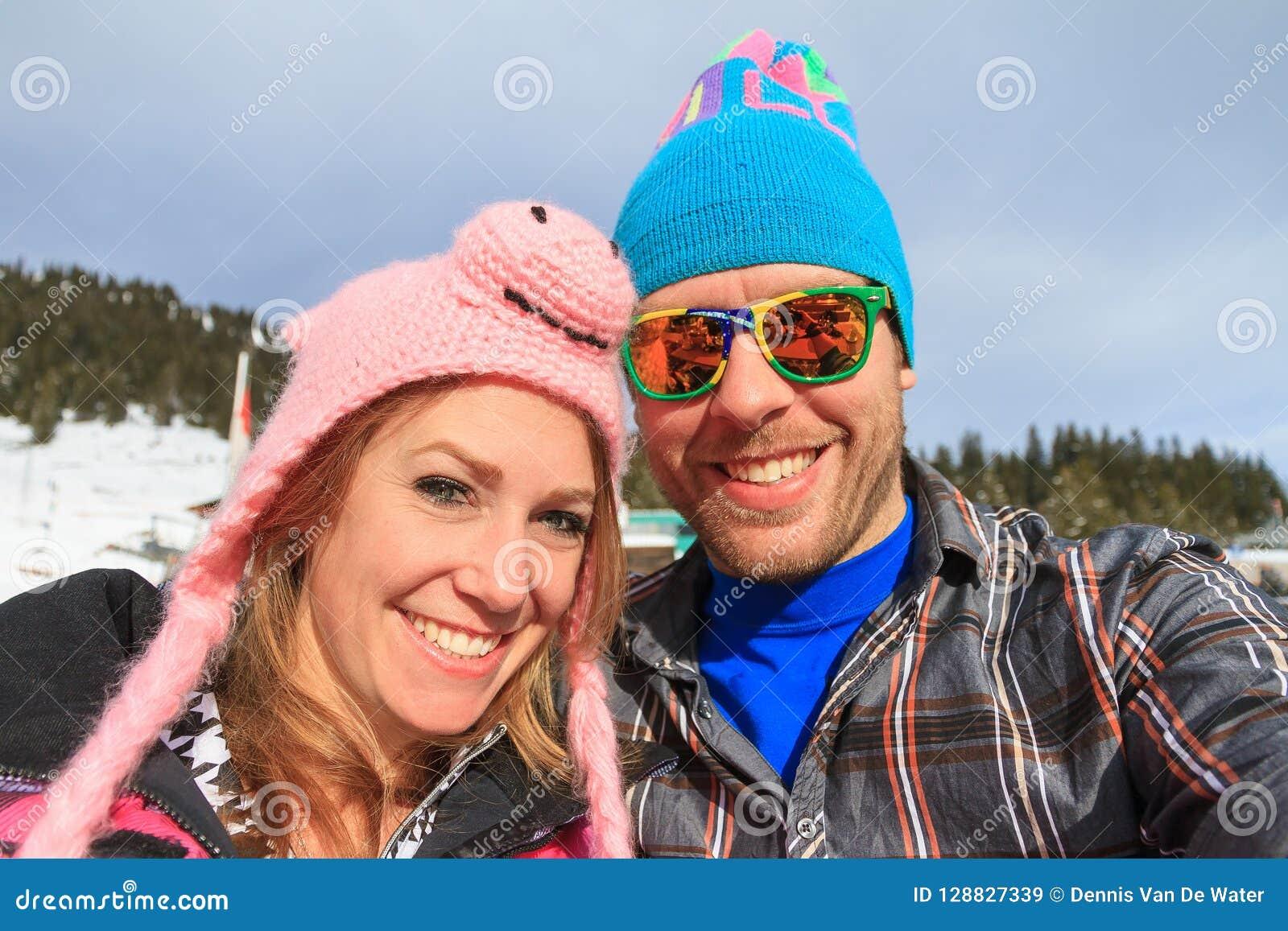 Ritratto divertente di vacanza di inverno dei cappelli