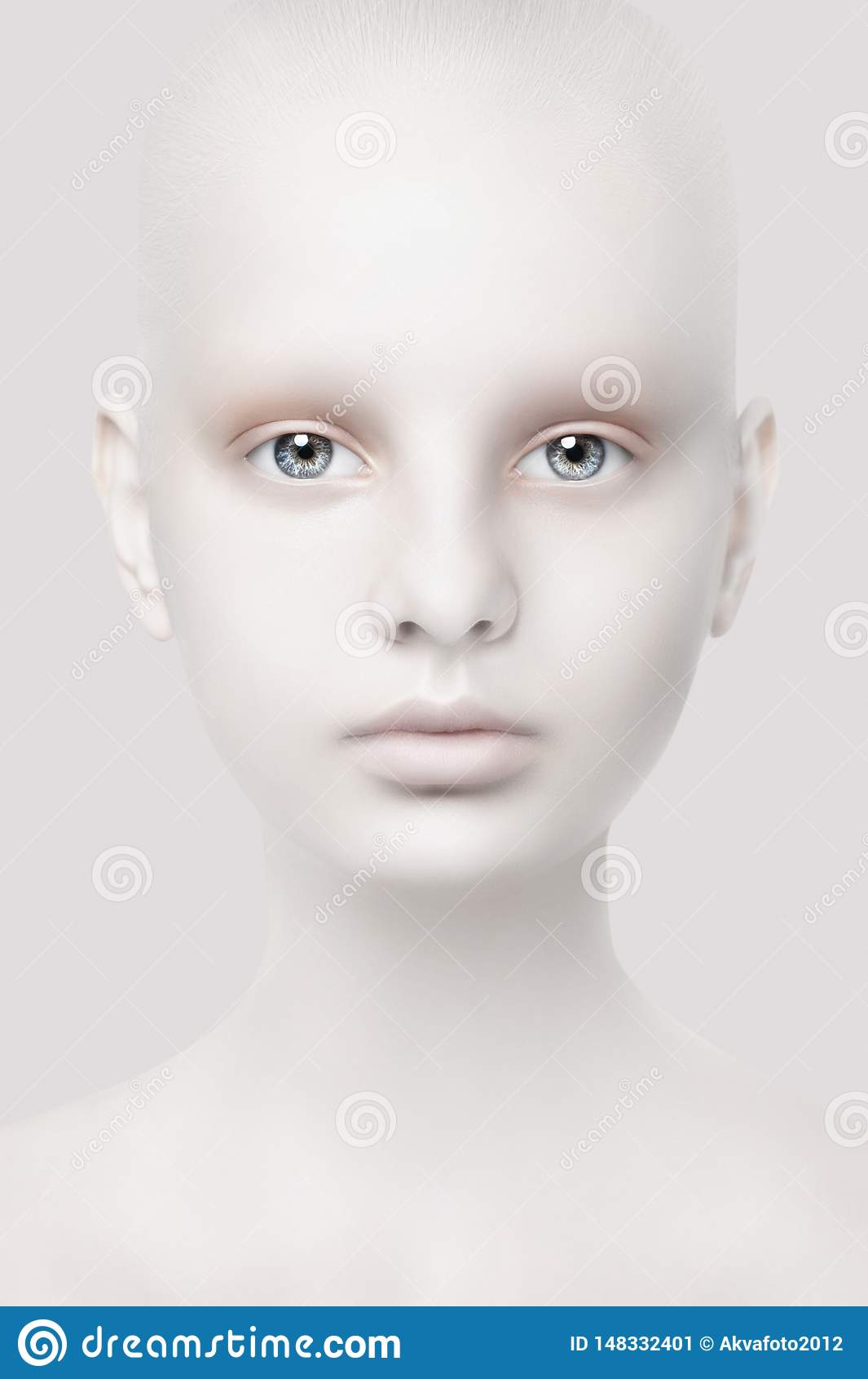 Ritratto insolito di una ragazza Aspetto fantastico Pelle bianca Primo piano capo