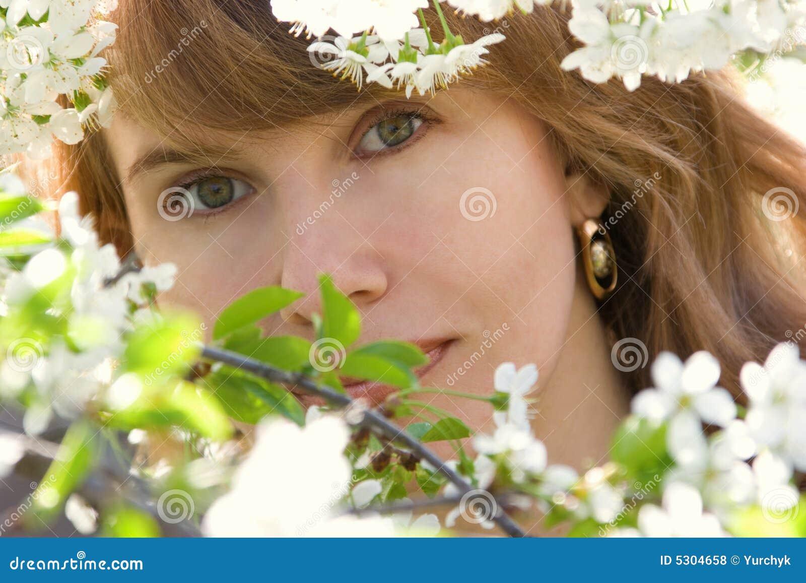 Download Ritratto romantico fotografia stock. Immagine di giardino - 5304658