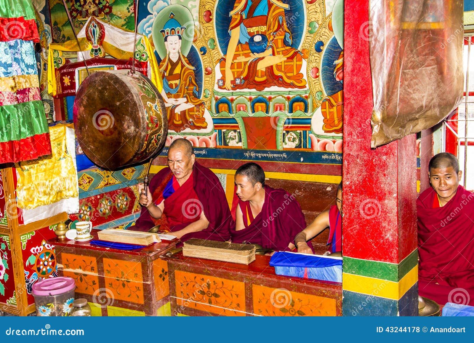 Ritual en el monasterio del bon