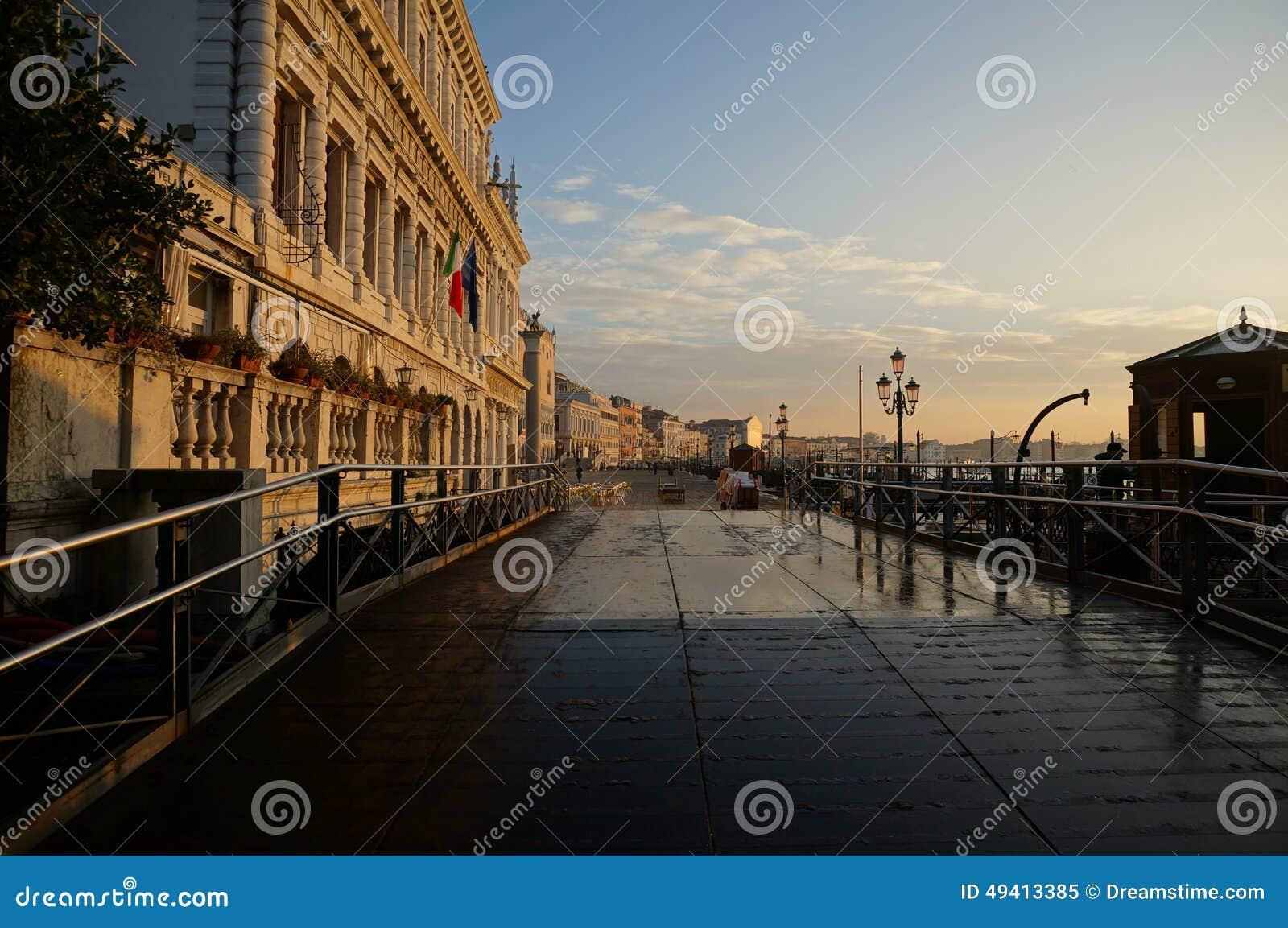 Download Riva Della Schiavone, Venedig Stockbild - Bild von venedig, laternenpfähle: 49413385