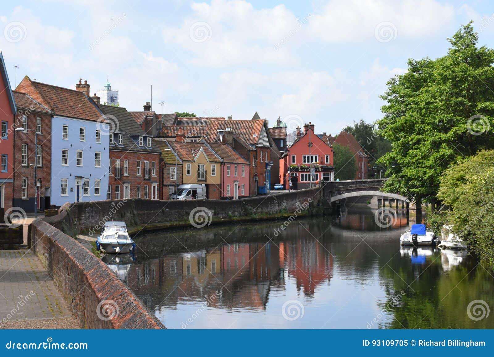 Rive près de pont de Fye, rivière Wensum, Norwich, Angleterre