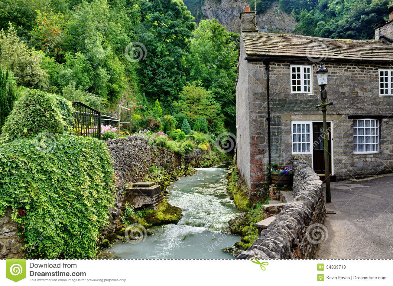 River And Cottage In Castleton Derbyshire Stock Photo