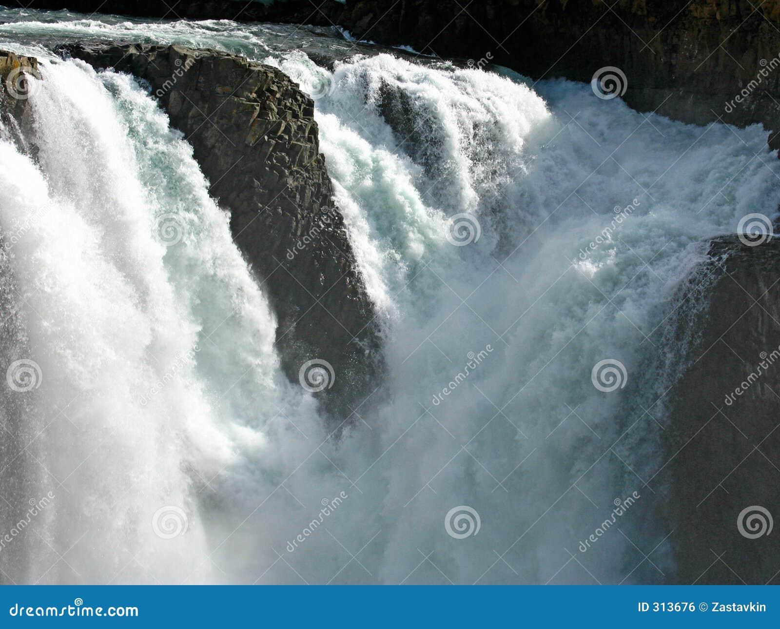 River kutamarakan wodospadu