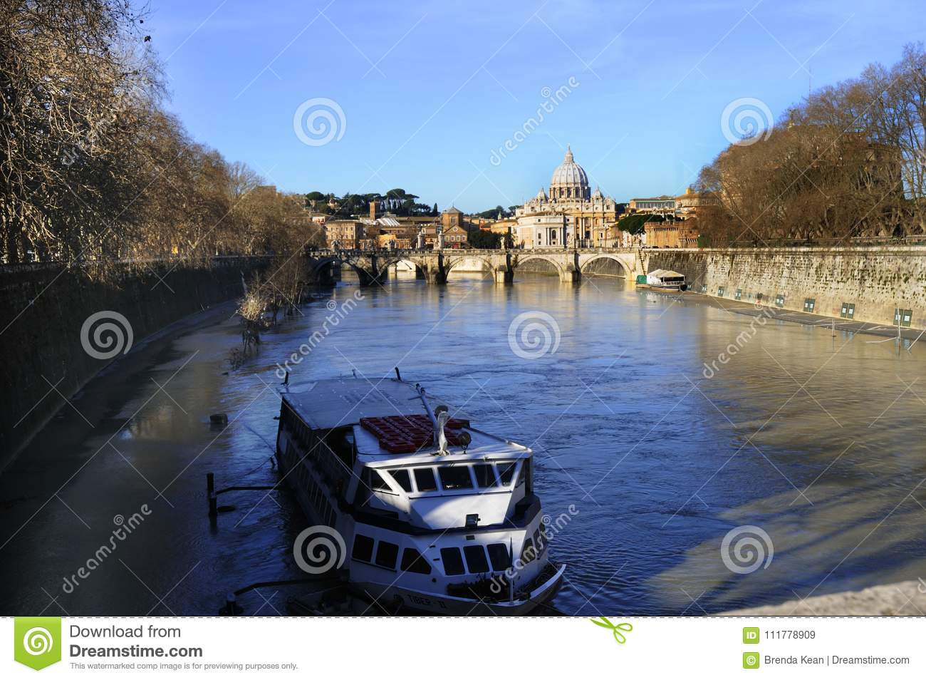 The River Tiber that divides ome Italy