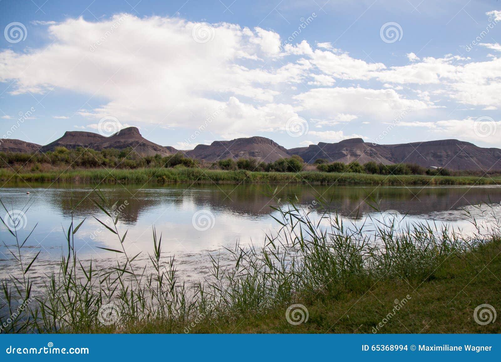 Riverbank del río anaranjado, Suráfrica