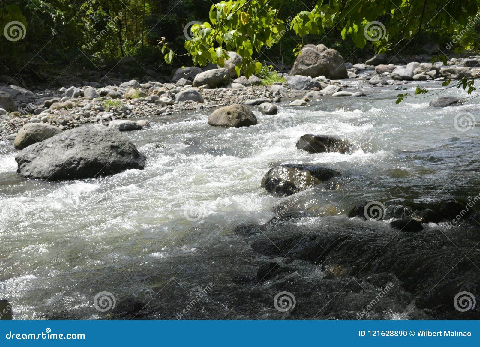 Riverbed Napan rzeka, lokalizujący przy Sitio Napan, Brgy Goma, Digos miasto, Davao Del Sura, Filipiny