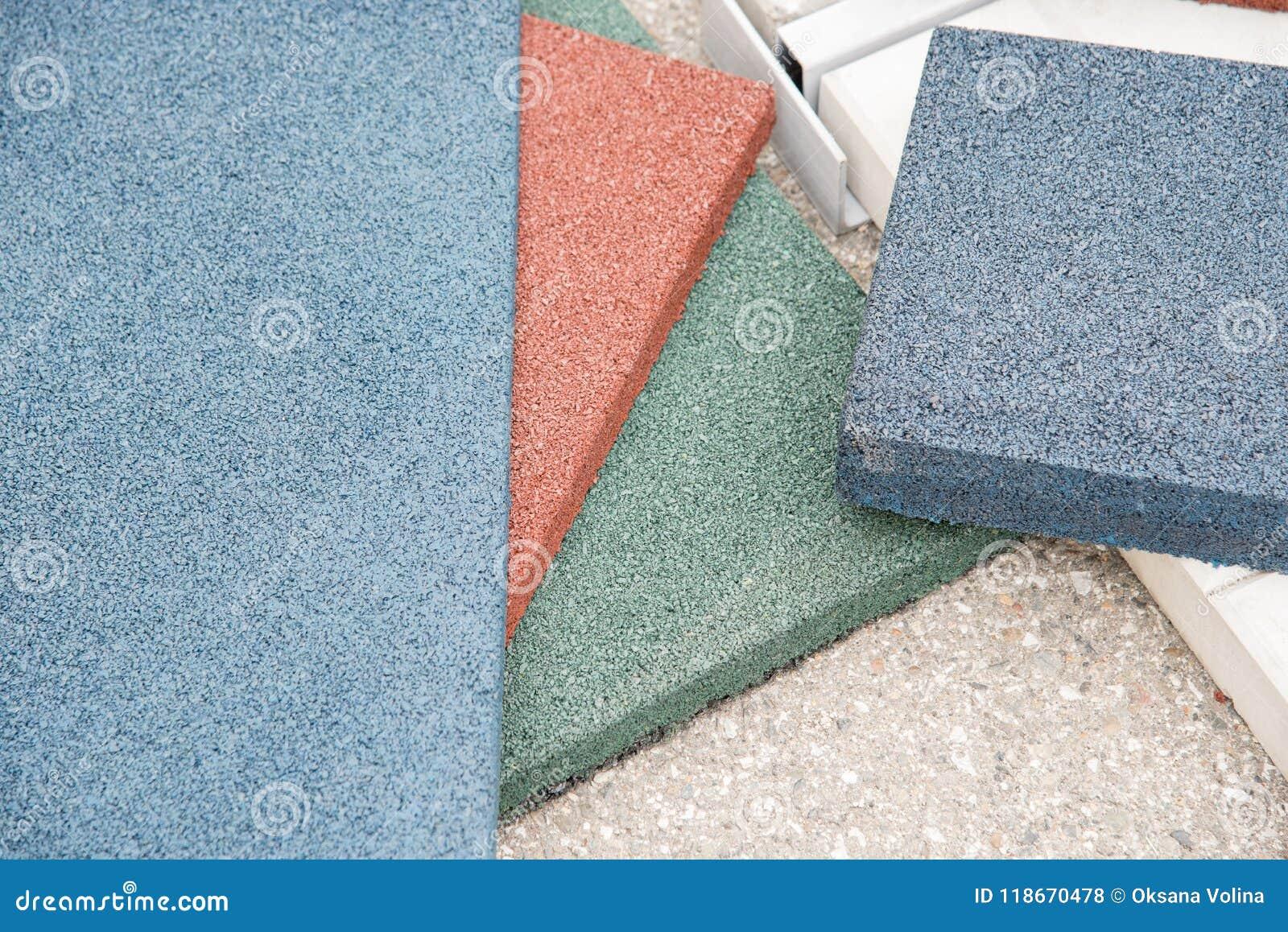 Rivestimento per pavimenti moderno sotto forma di mattonelle di