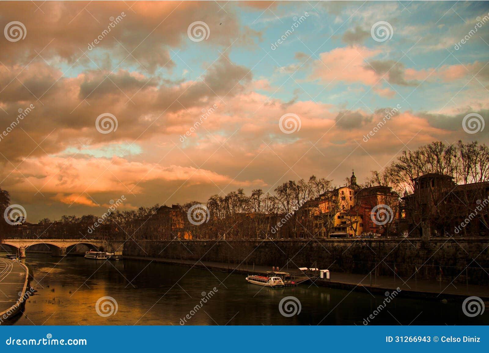 Rivière au crépuscule