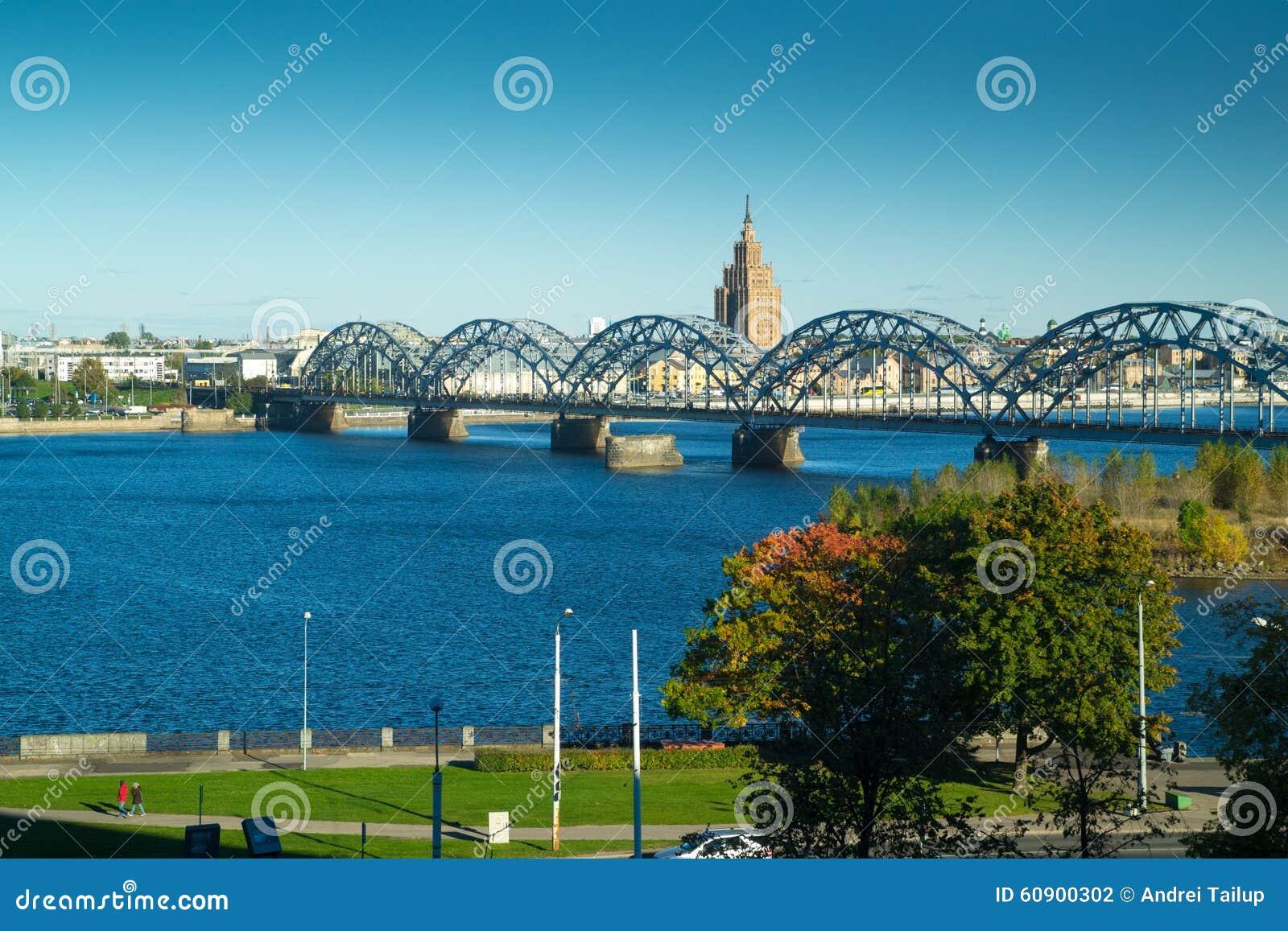 Rivière de dvina occidentale à Riga