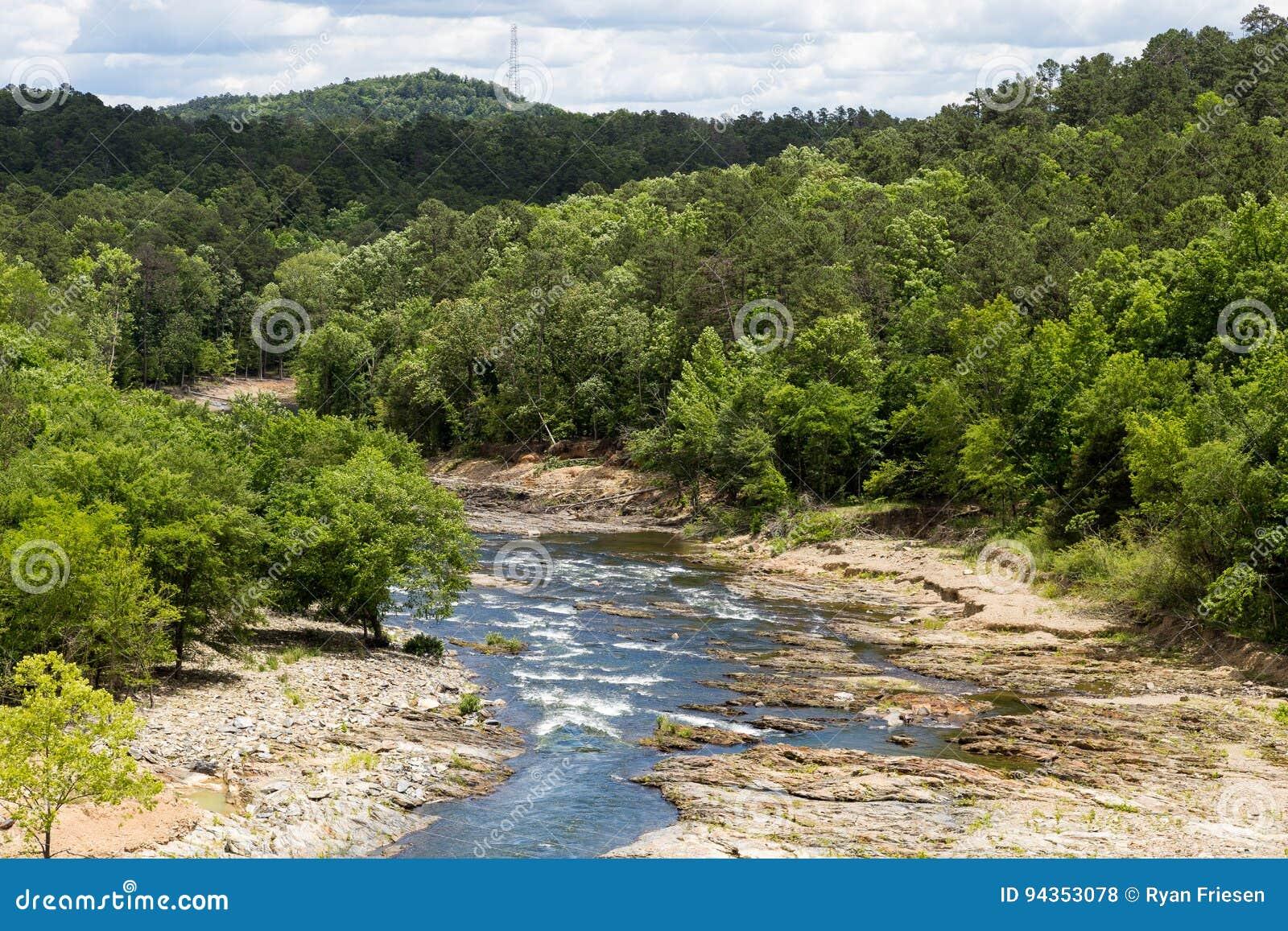 Rivière de fourchette de montagne