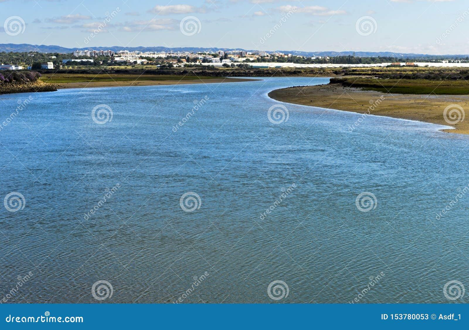 Rivière de Gilao, vue vers Tavira des Aguas de Quatro, Portugal