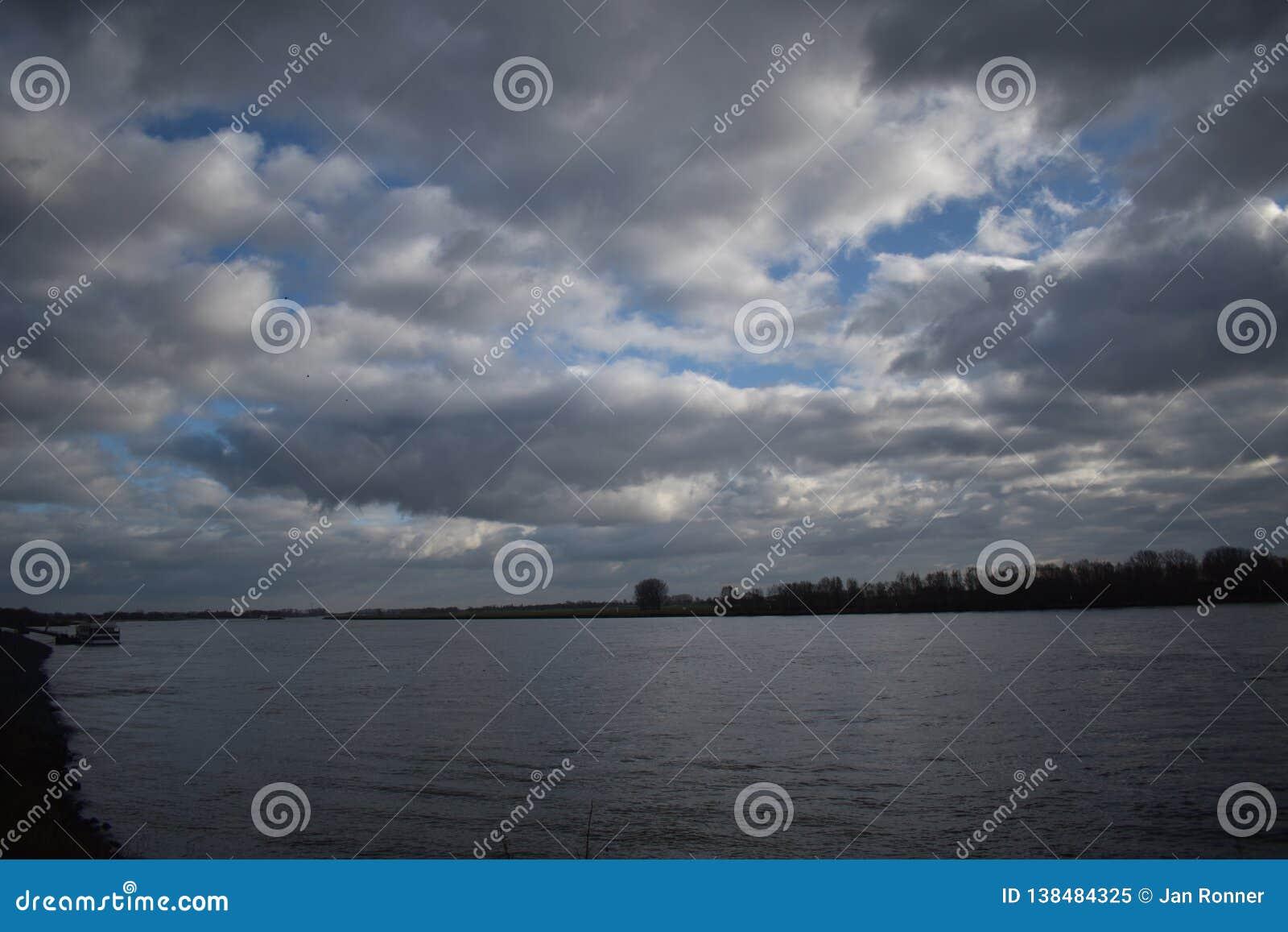 Rivière le Rhin en Allemagne