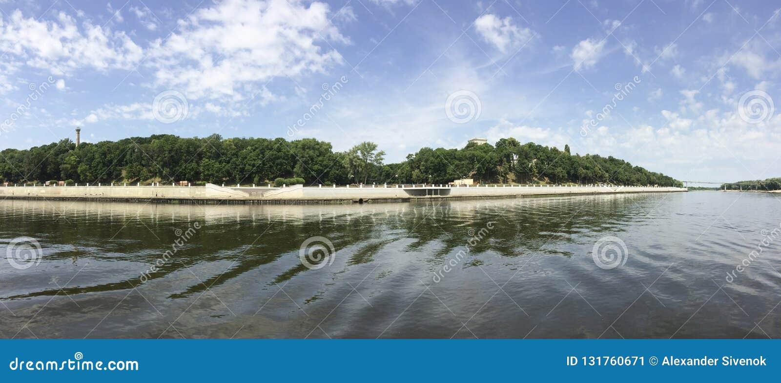 Rivière Sozh dans Gomel Belarus