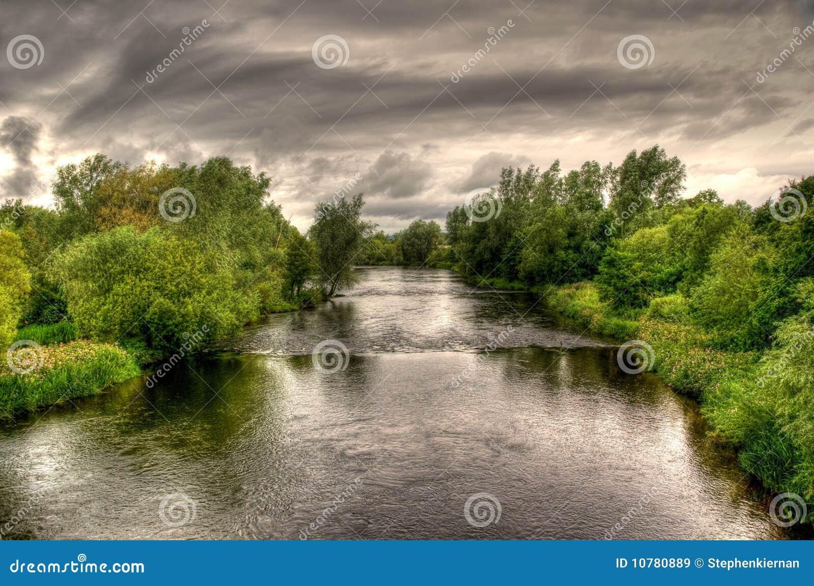Rivier Shannon op een bewolkte dag
