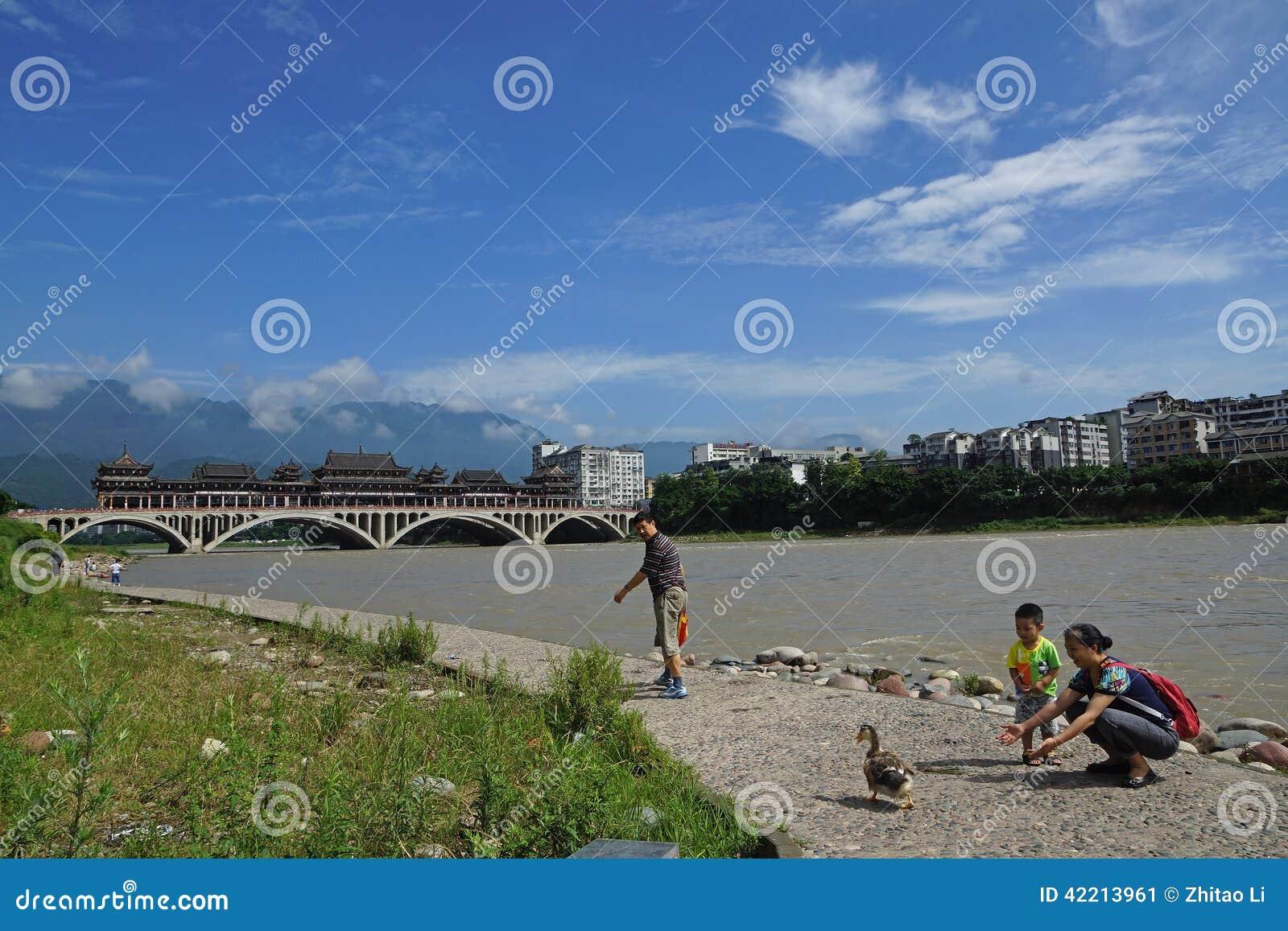 Rivier van Yaan de China-Mooie Qingyi onder de zon