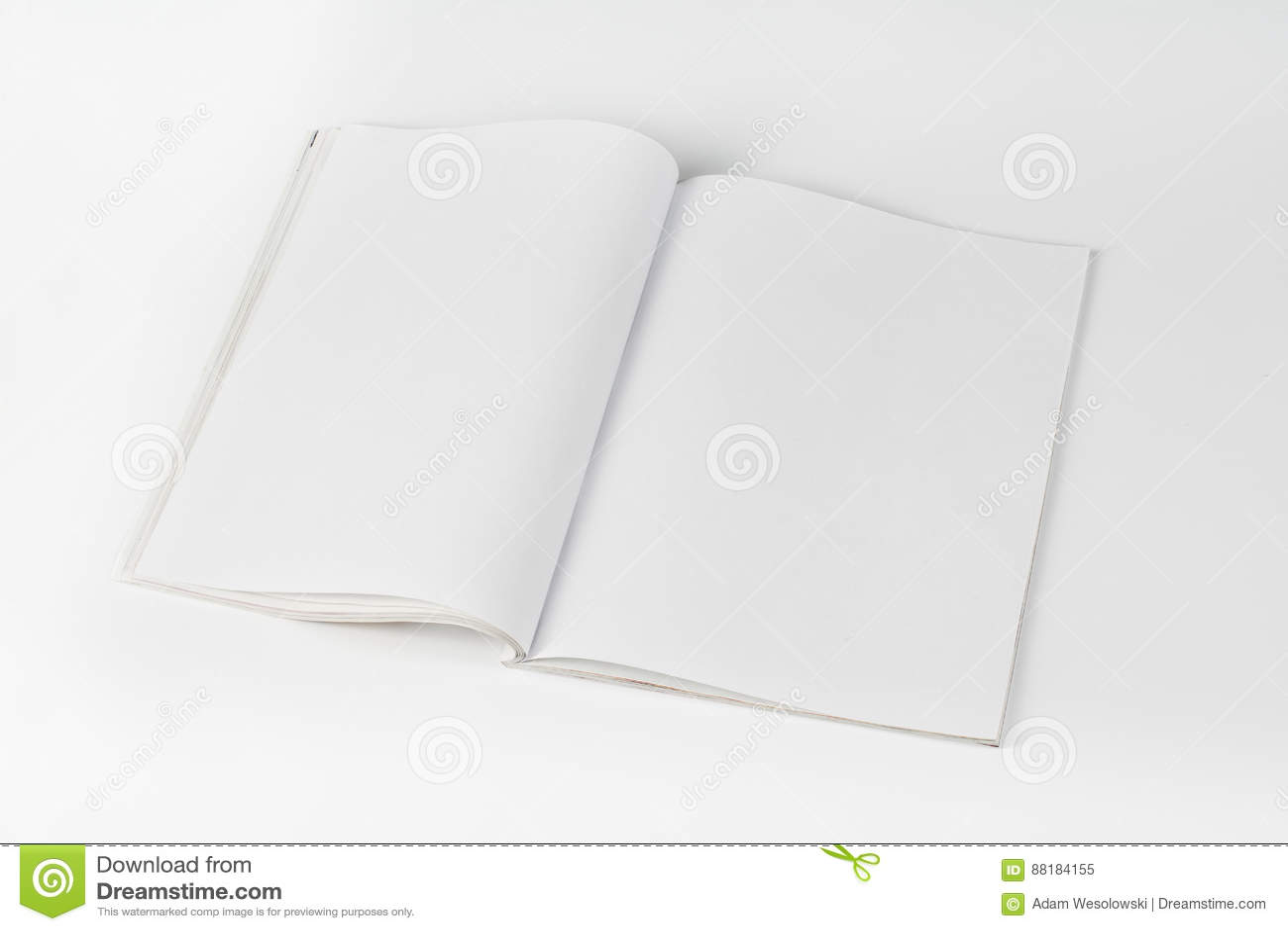 Riviste o catalogo del modello sul fondo bianco della tavola