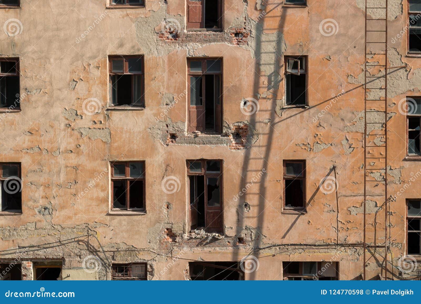 Rivning av ett lägenhethus