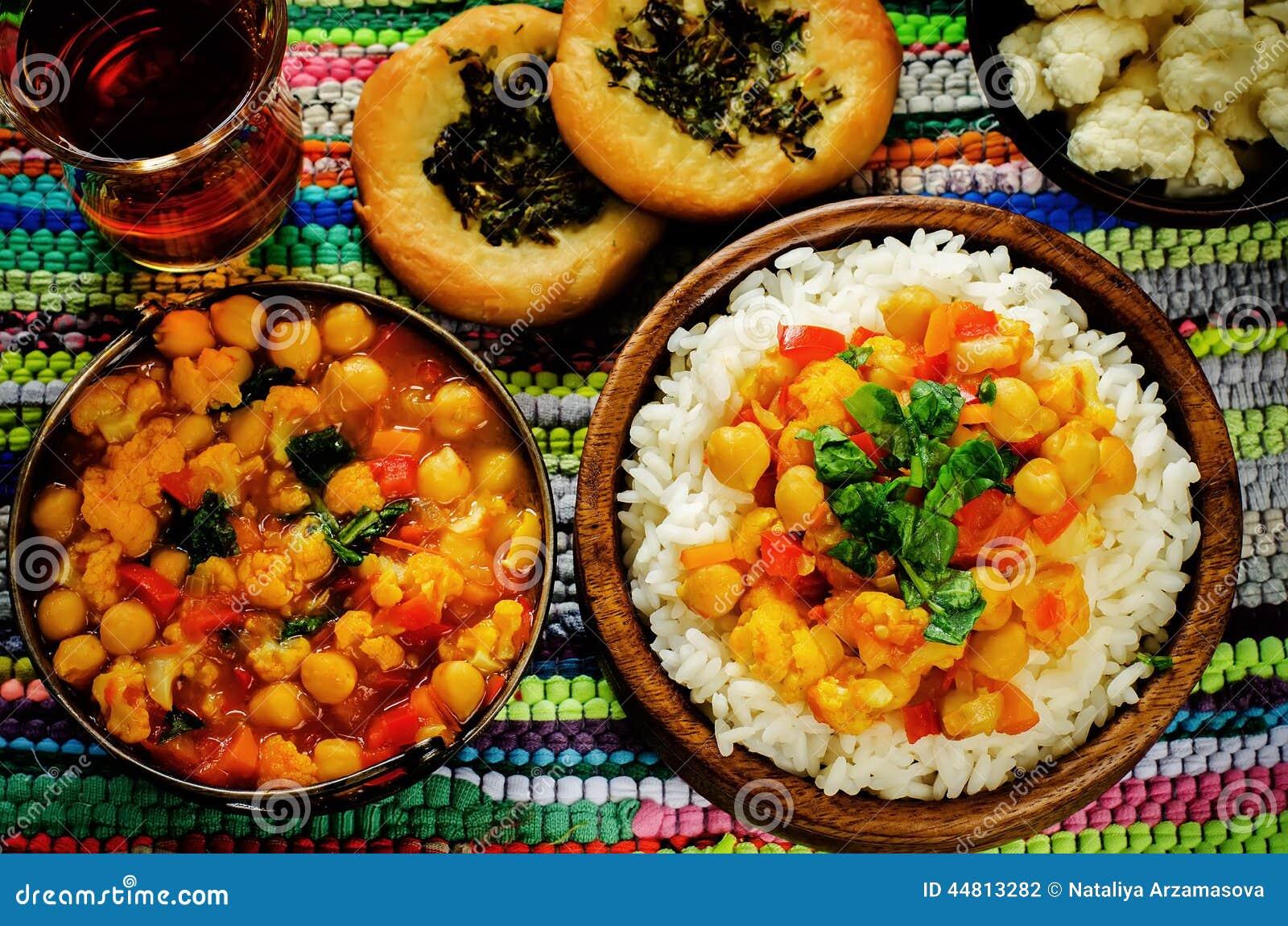 Riz avec des pois chiches de cari avec les l gumes et le for Decoration de plat avec des legumes