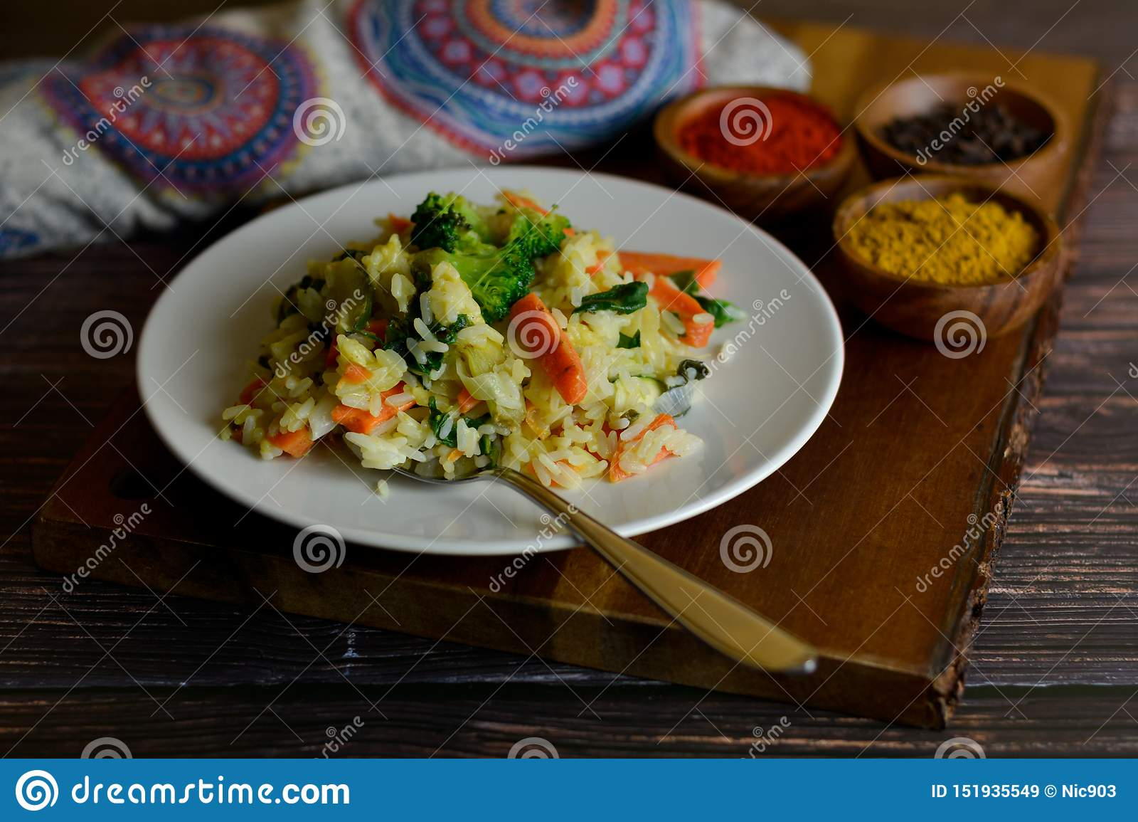 Riz basmati avec le cari et les légumes