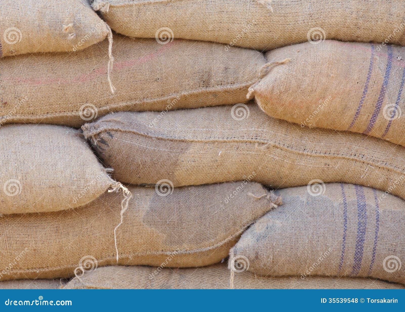 Riz dans le sac de l 39 entrep t photos libres de droits for Sac magique maison riz