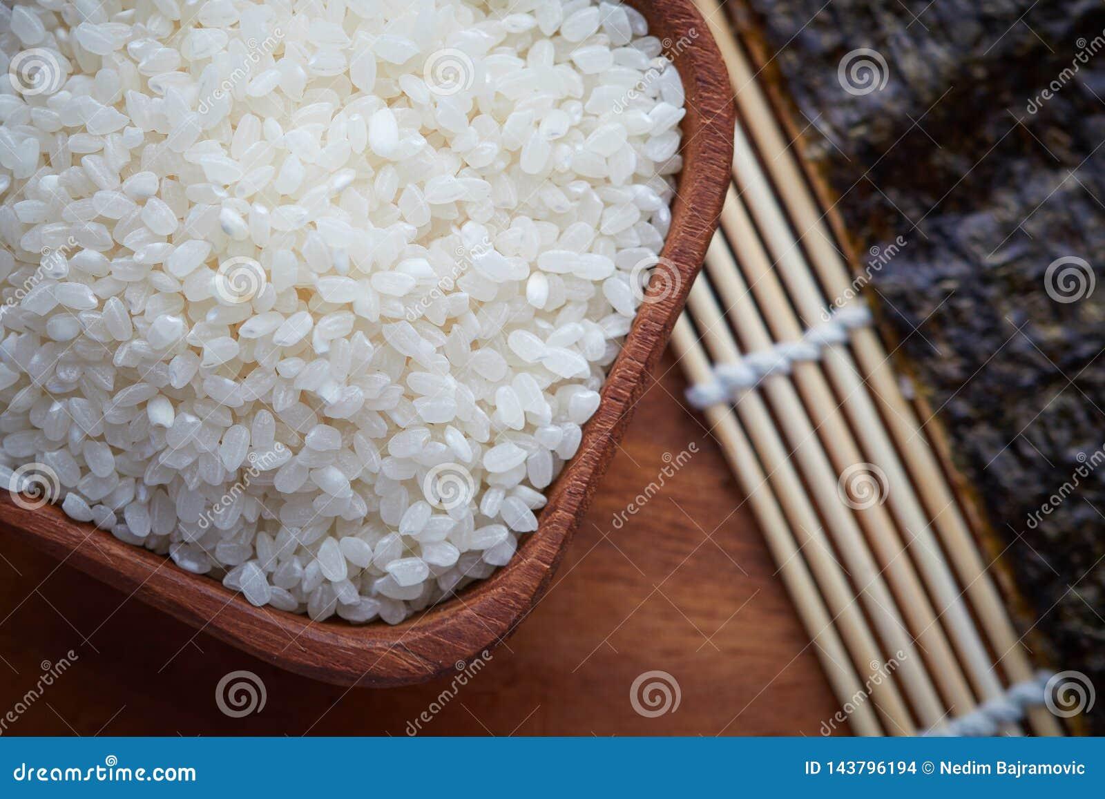 Riz de sushi cru cru