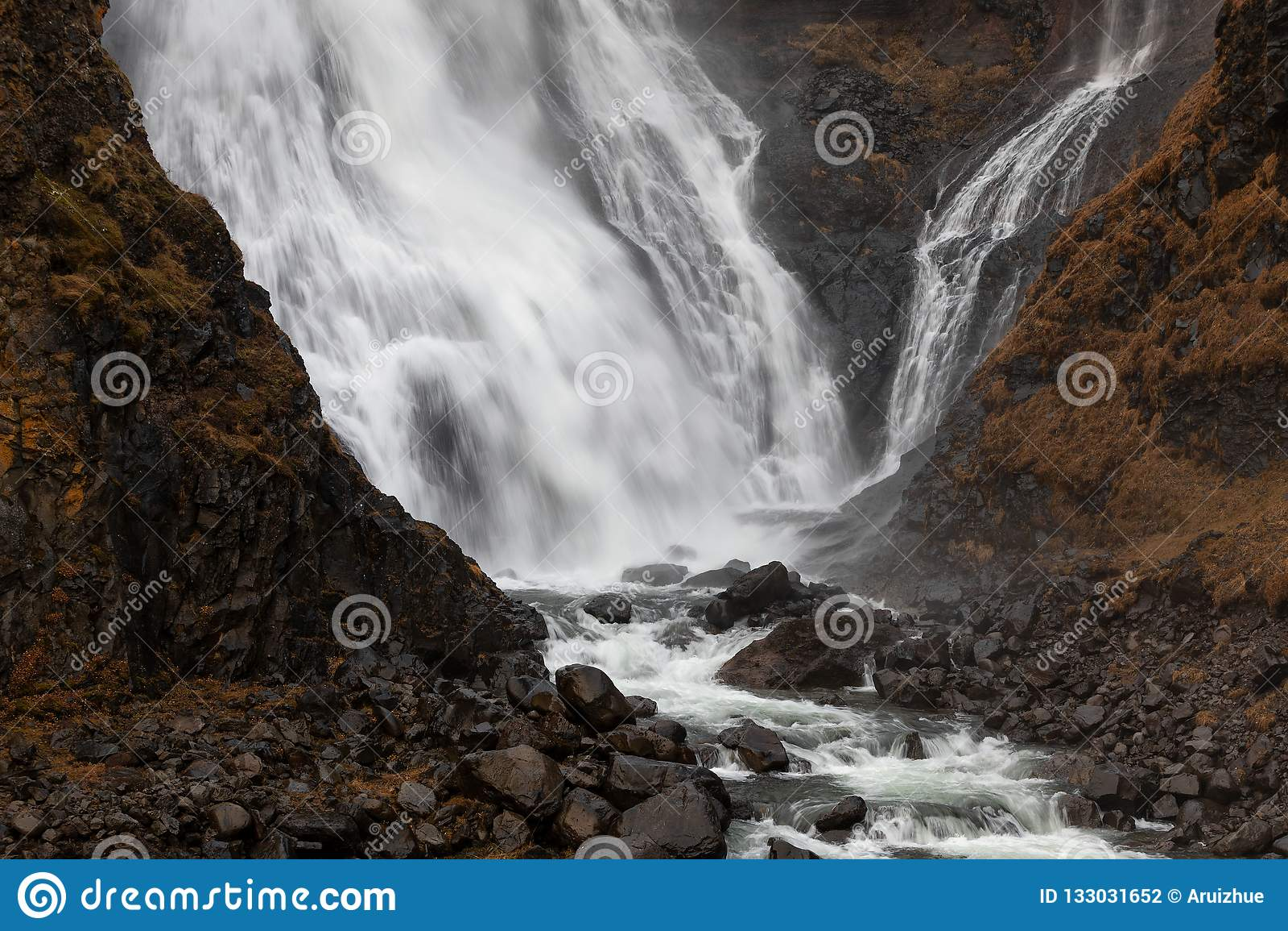 Rjukandafoss, cachoeira na parte norte de Islândia