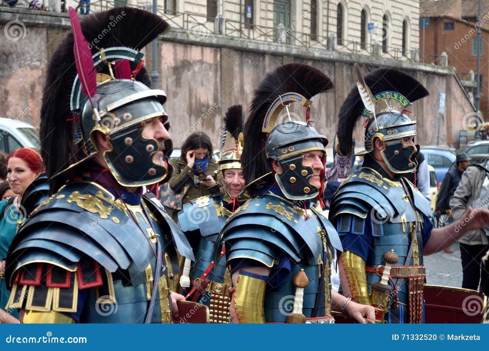 Römische armee an der historischen parade alten römer