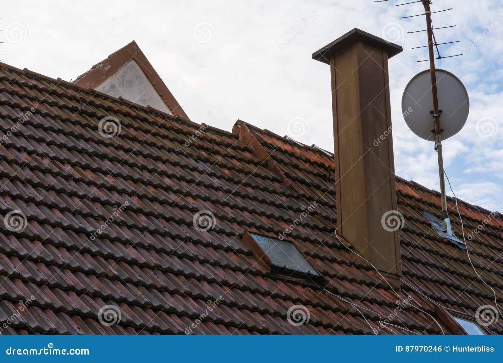 RO résidentiel orange européen d antenne parabolique de cheminée de tuiles de toit